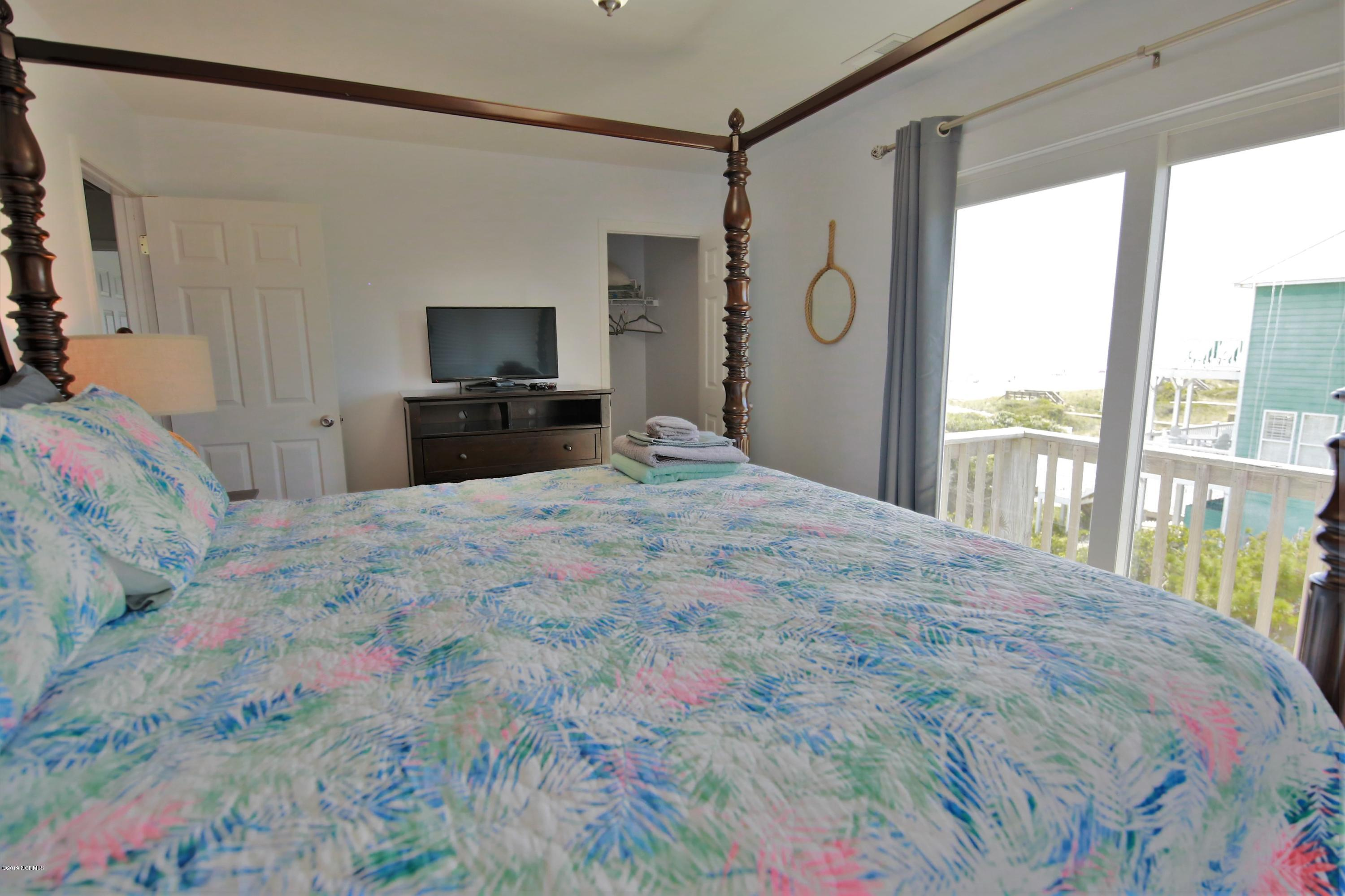9917 Shipwreck Court, Emerald Isle, North Carolina 28594, 3 Bedrooms Bedrooms, 6 Rooms Rooms,3 BathroomsBathrooms,Condominium,For sale,Shipwreck,100028560