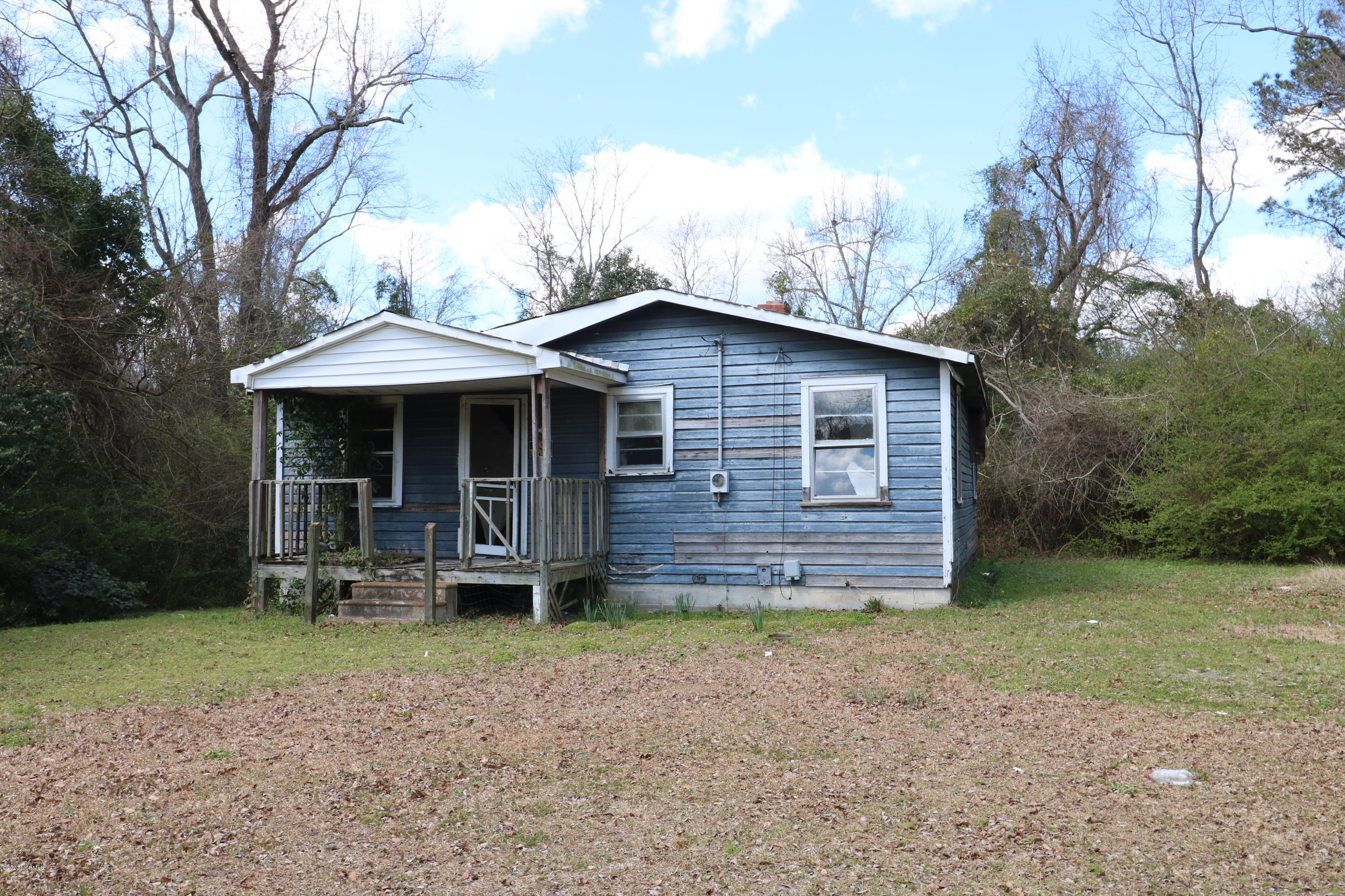 1008 Martin Luther King Jr Drive, Elizabethtown, North Carolina 28337, 2 Bedrooms Bedrooms, 4 Rooms Rooms,1 BathroomBathrooms,Single family residence,For sale,Martin Luther King Jr,100208930