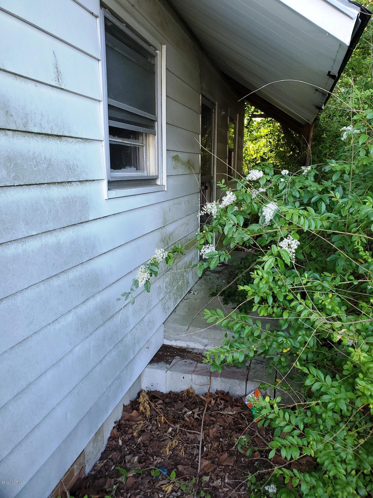 106 Mcintyre Street, Williamston, North Carolina 27892, 3 Bedrooms Bedrooms, 5 Rooms Rooms,1 BathroomBathrooms,Single family residence,For sale,Mcintyre,100218746