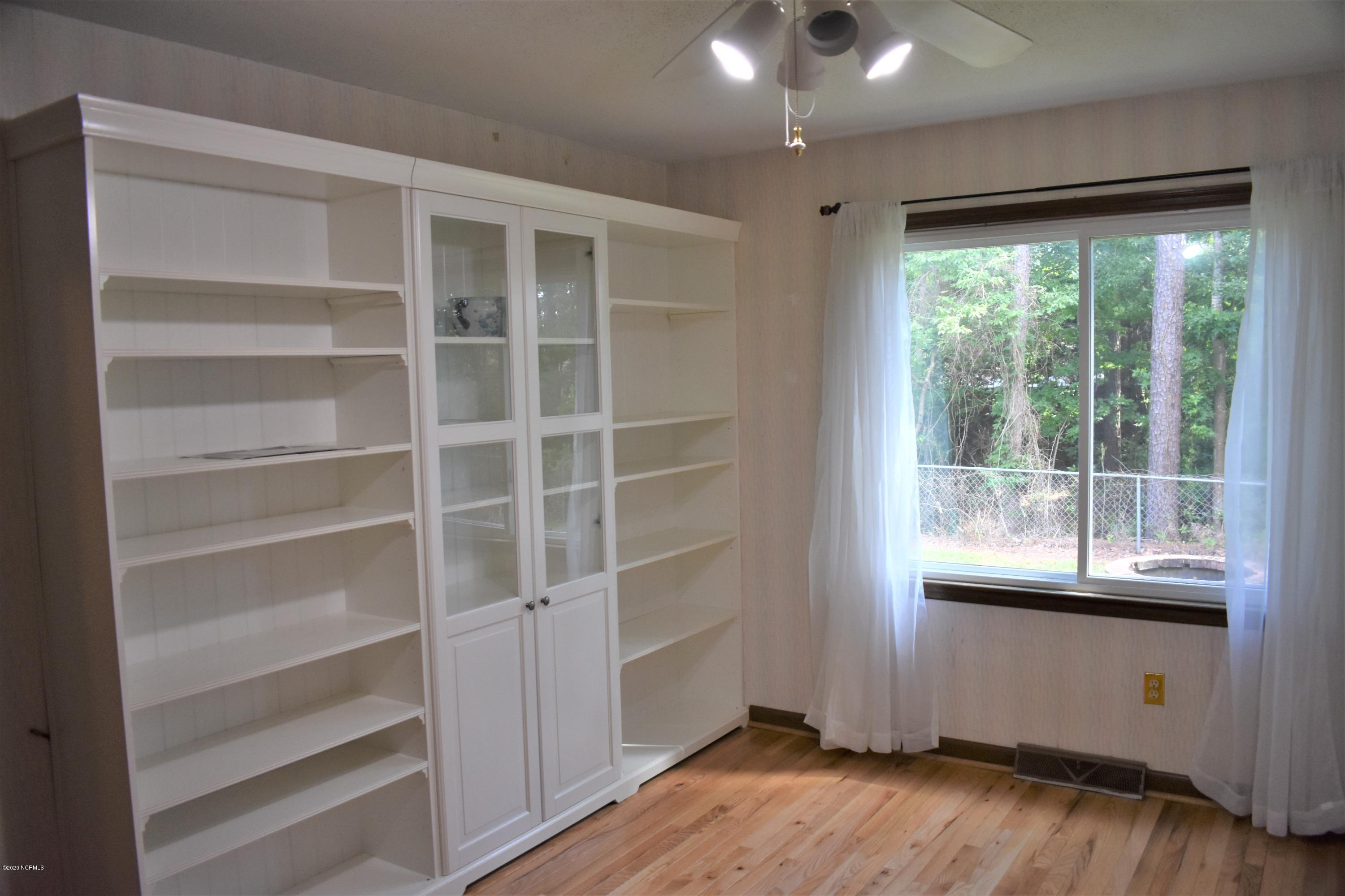 825 Pine Forest Road, Wilmington, North Carolina 28409, 3 Bedrooms Bedrooms, 6 Rooms Rooms,2 BathroomsBathrooms,Single family residence,For sale,Pine Forest,100219066