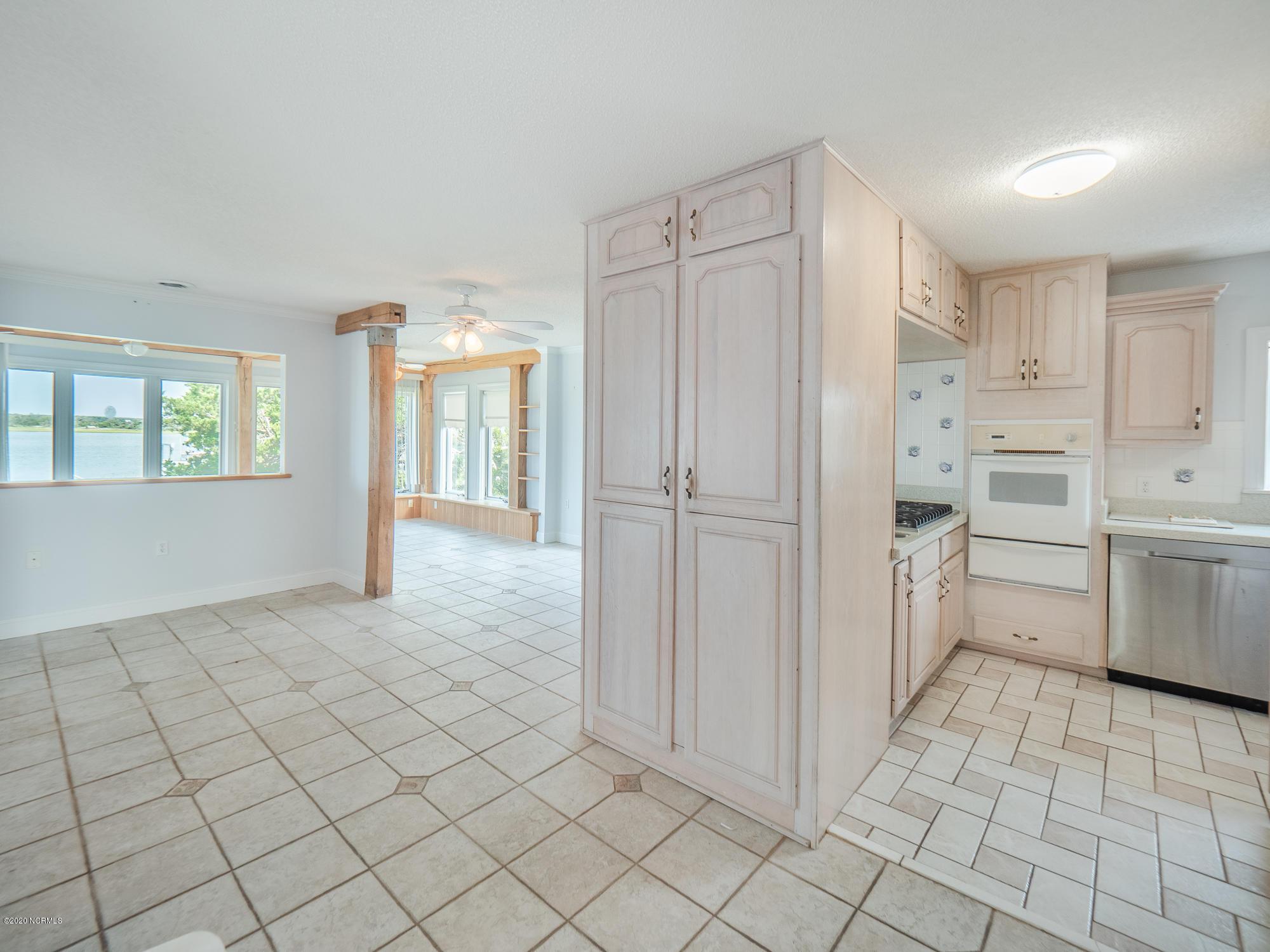 212 Bridgers Avenue, Topsail Beach, North Carolina 28445, 3 Bedrooms Bedrooms, 8 Rooms Rooms,2 BathroomsBathrooms,Single family residence,For sale,Bridgers,100229326