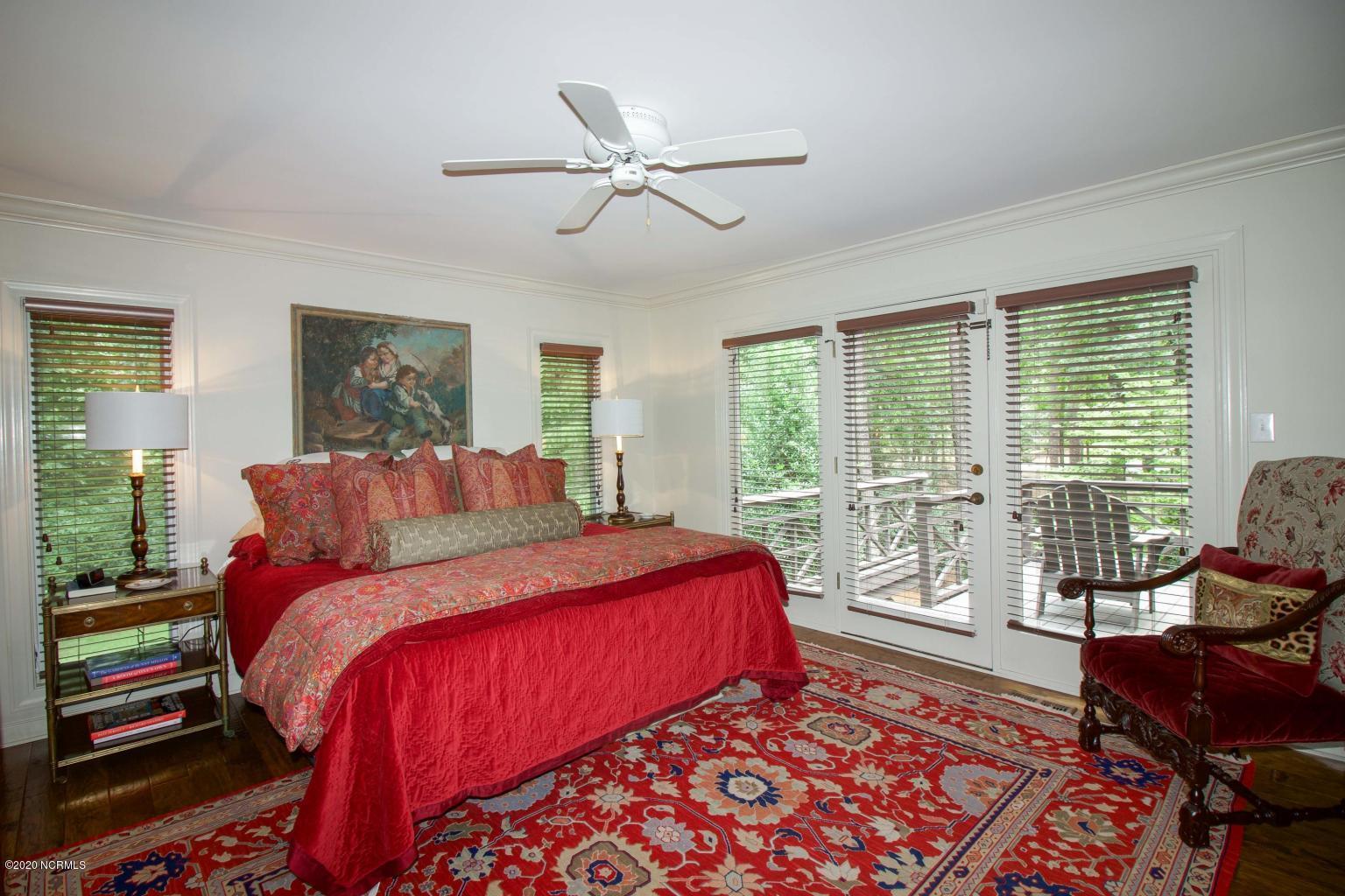 1215 Massachusetts Avenue, Southern Pines, North Carolina 28387, 4 Bedrooms Bedrooms, 9 Rooms Rooms,4 BathroomsBathrooms,Single family residence,For sale,Massachusetts,100231292