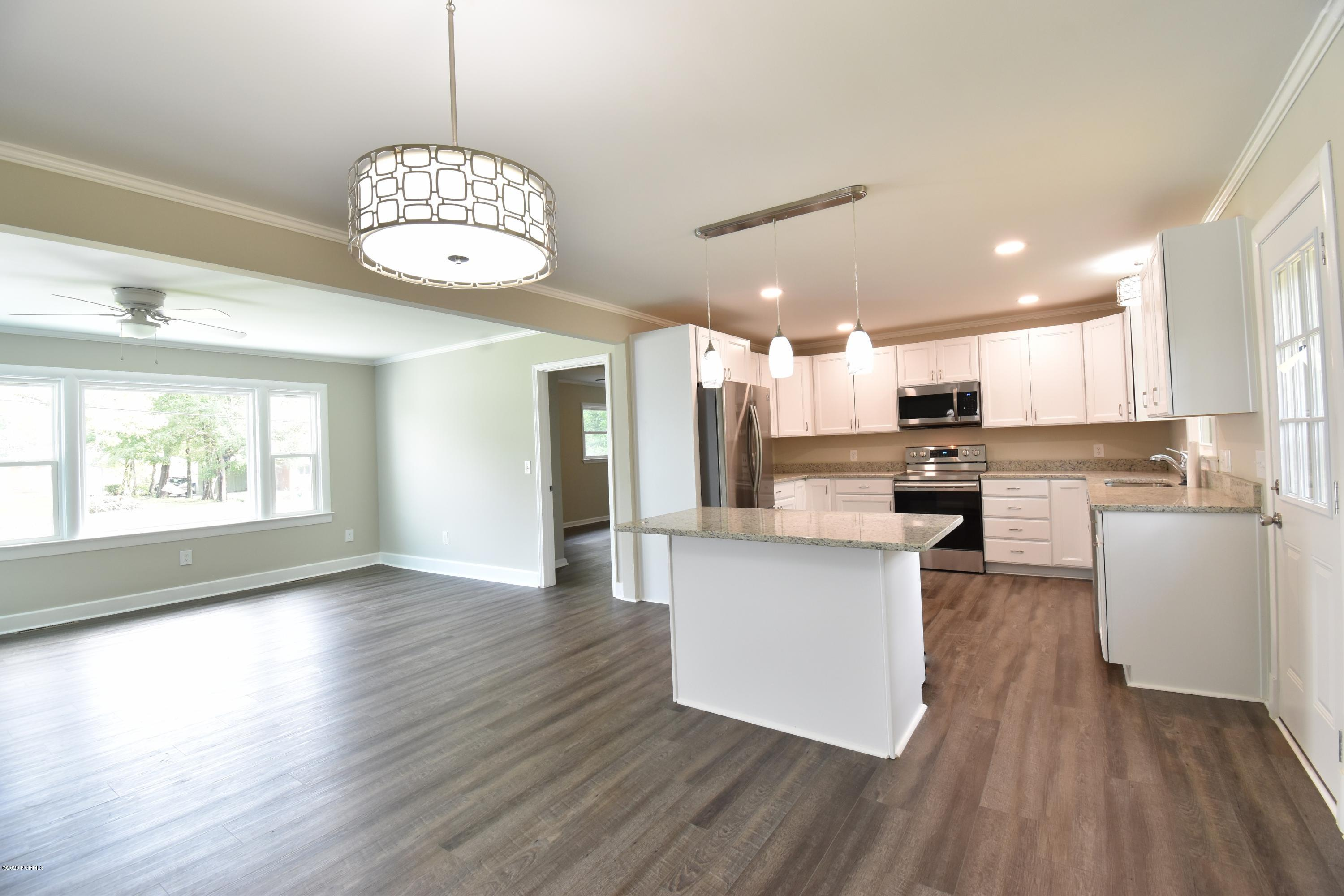 806 Parkway Boulevard, Wilmington, North Carolina 28412, 3 Bedrooms Bedrooms, 6 Rooms Rooms,2 BathroomsBathrooms,Single family residence,For sale,Parkway,100230708