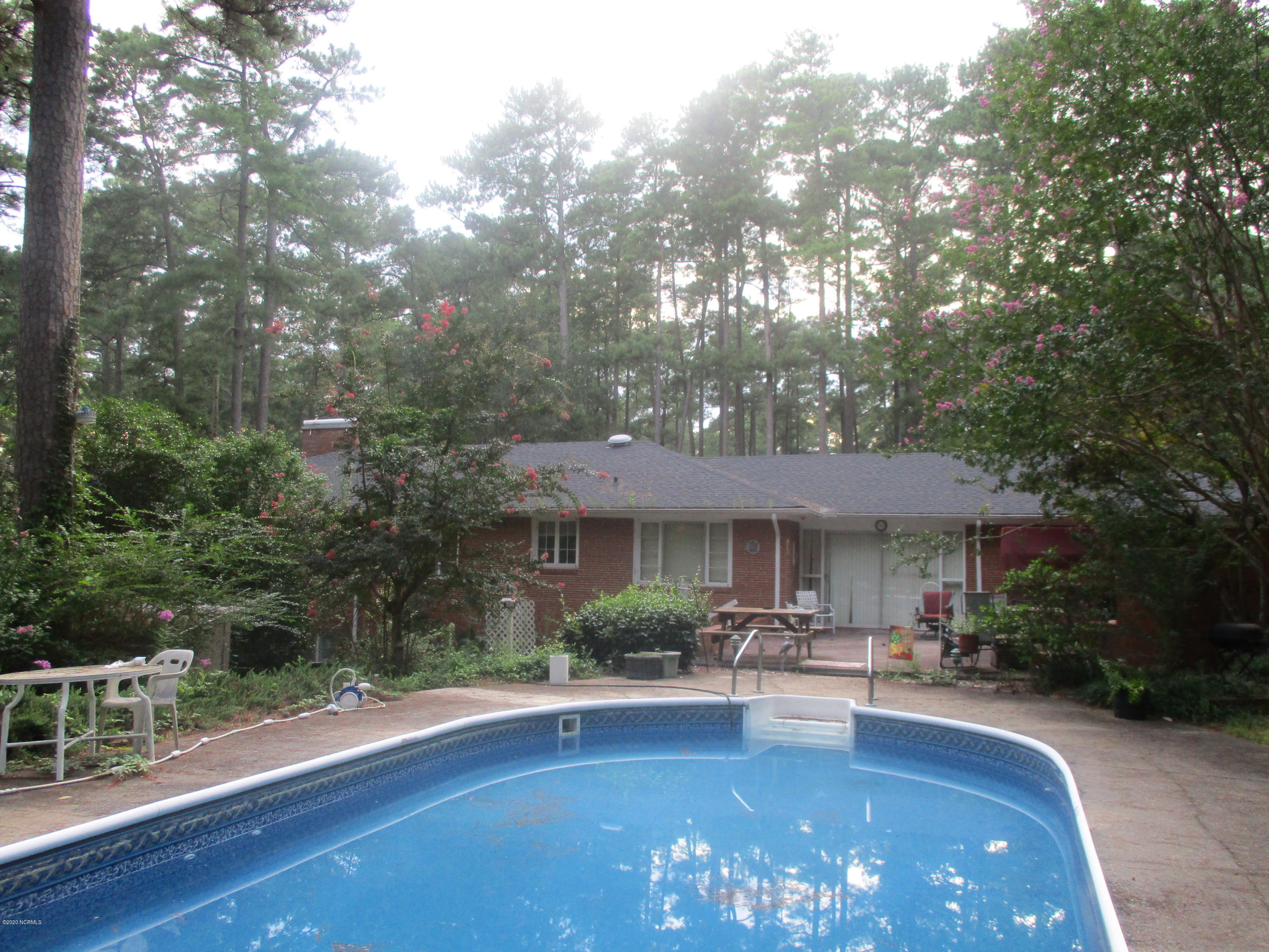 565 Valley Road, Southern Pines, North Carolina 28387, 3 Bedrooms Bedrooms, 14 Rooms Rooms,3 BathroomsBathrooms,Single family residence,For sale,Valley,100231103