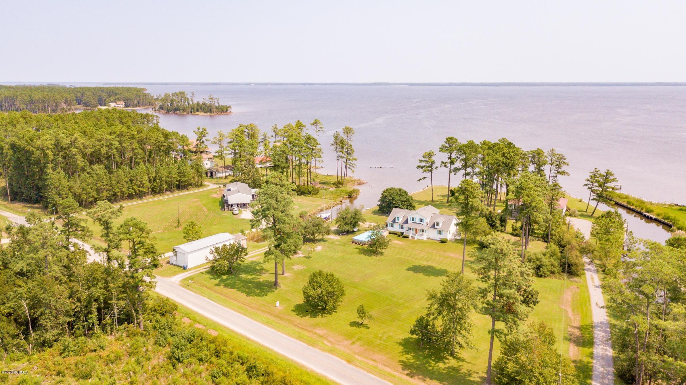 284 Shoreline Drive, Belhaven, North Carolina 27810, 2 Bedrooms Bedrooms, 9 Rooms Rooms,2 BathroomsBathrooms,Single family residence,For sale,Shoreline,100196783