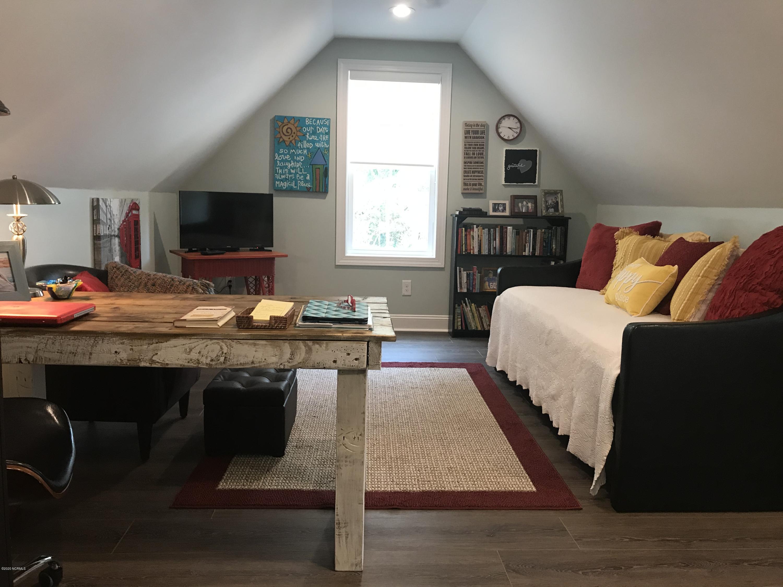 Upgrade Bonus Room Driftwood