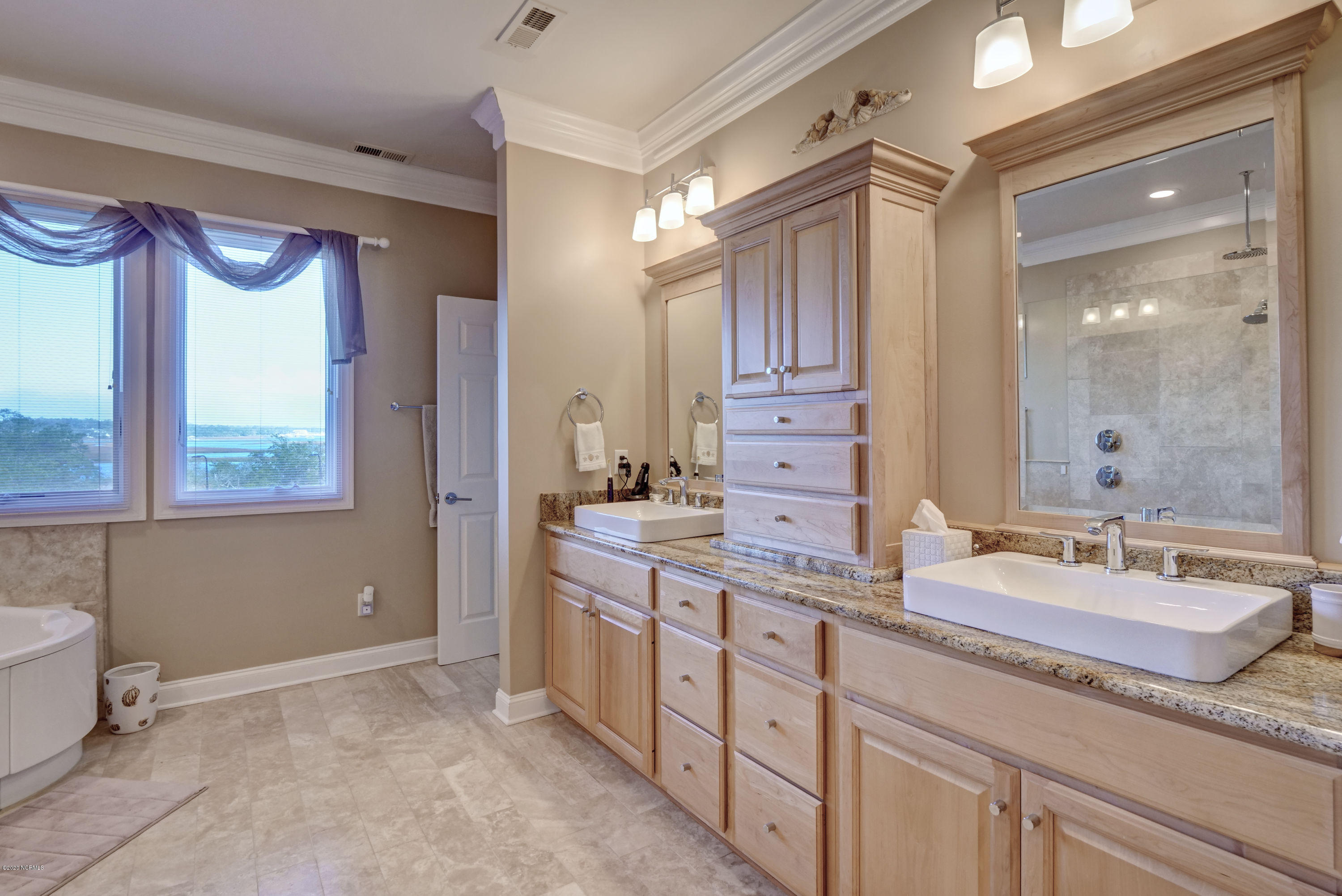 6819 Towles Road, Wilmington, North Carolina 28409, 5 Bedrooms Bedrooms, 13 Rooms Rooms,4 BathroomsBathrooms,Single family residence,For sale,Towles,100231575