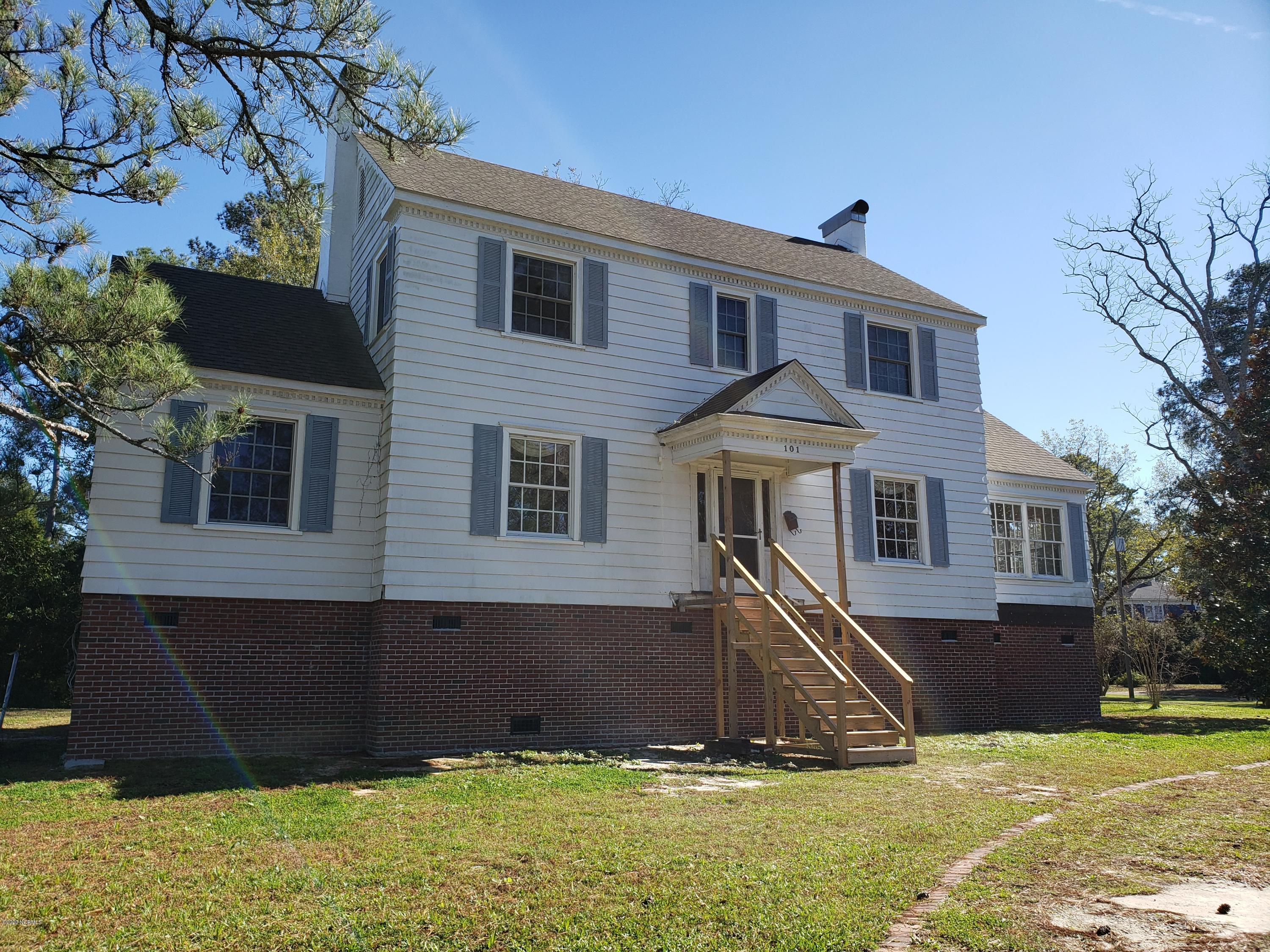 101 Edgewater Avenue, Washington, North Carolina 27889, 3 Bedrooms Bedrooms, 10 Rooms Rooms,3 BathroomsBathrooms,Single family residence,For sale,Edgewater,100246916