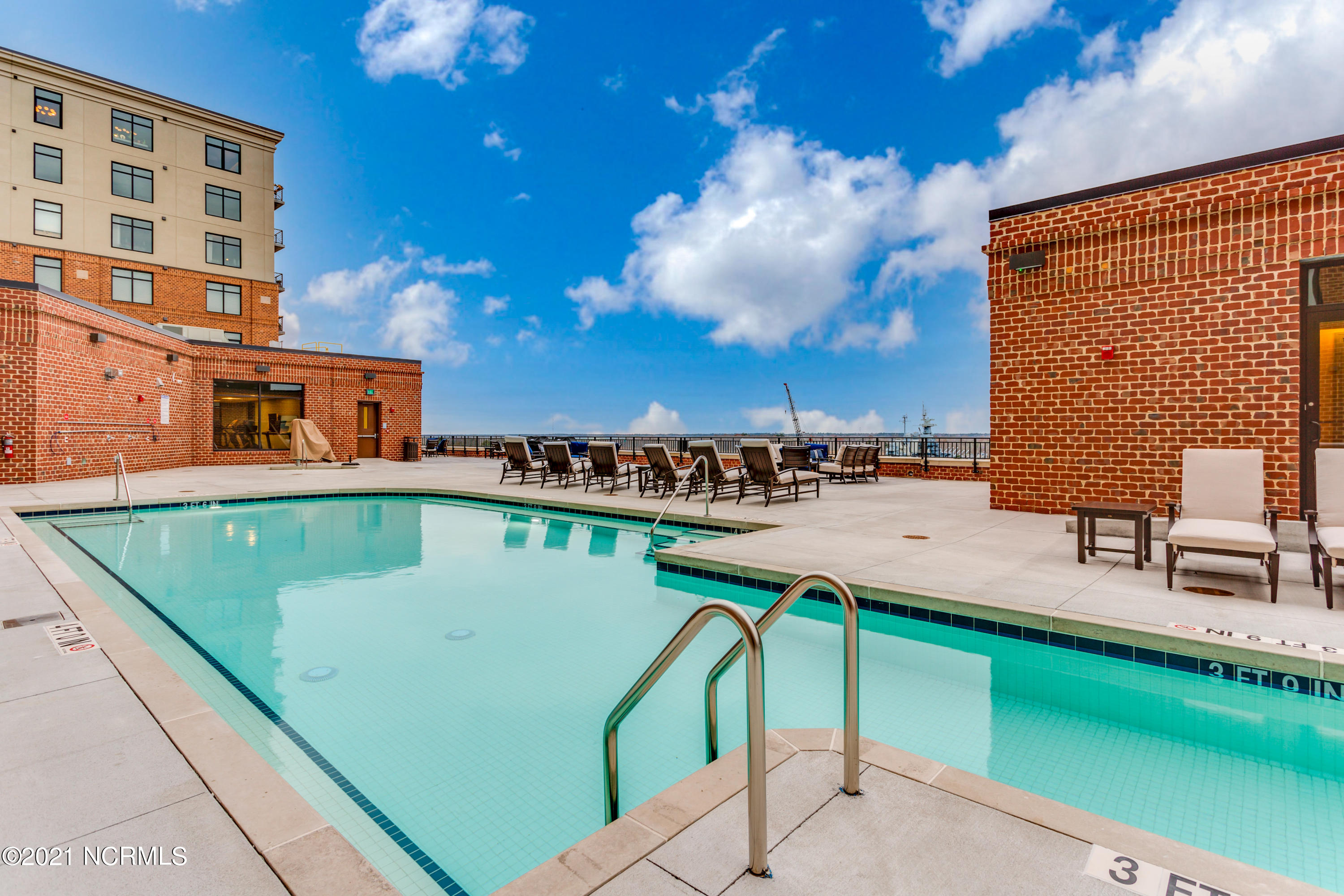 240 Water Street, Wilmington, North Carolina 28401, 2 Bedrooms Bedrooms, 4 Rooms Rooms,2 BathroomsBathrooms,Condominium,For sale,Water,100261969
