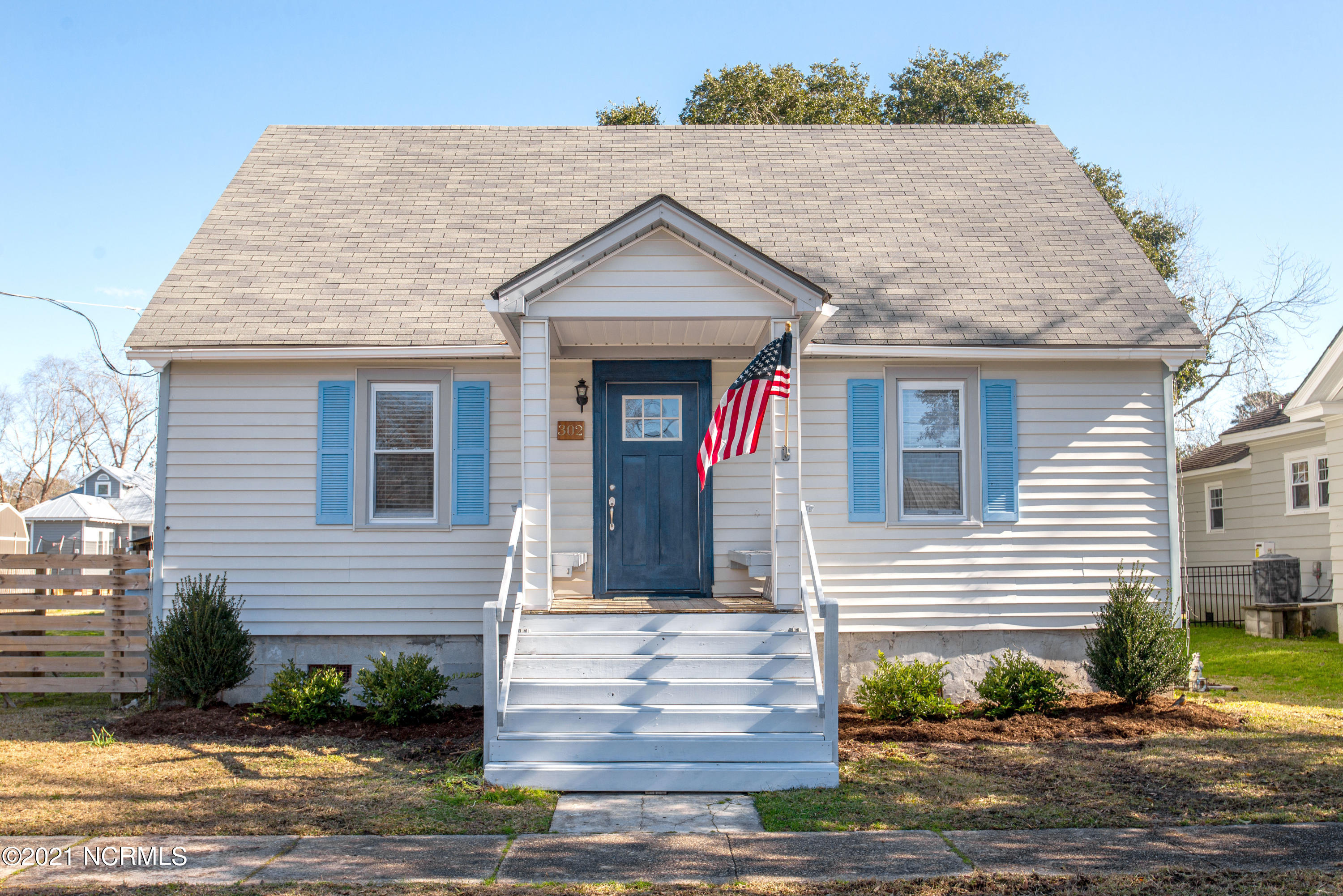302 Freemason Street, Oriental, North Carolina 28571, 3 Bedrooms Bedrooms, 5 Rooms Rooms,2 BathroomsBathrooms,Single family residence,For sale,Freemason,100252903