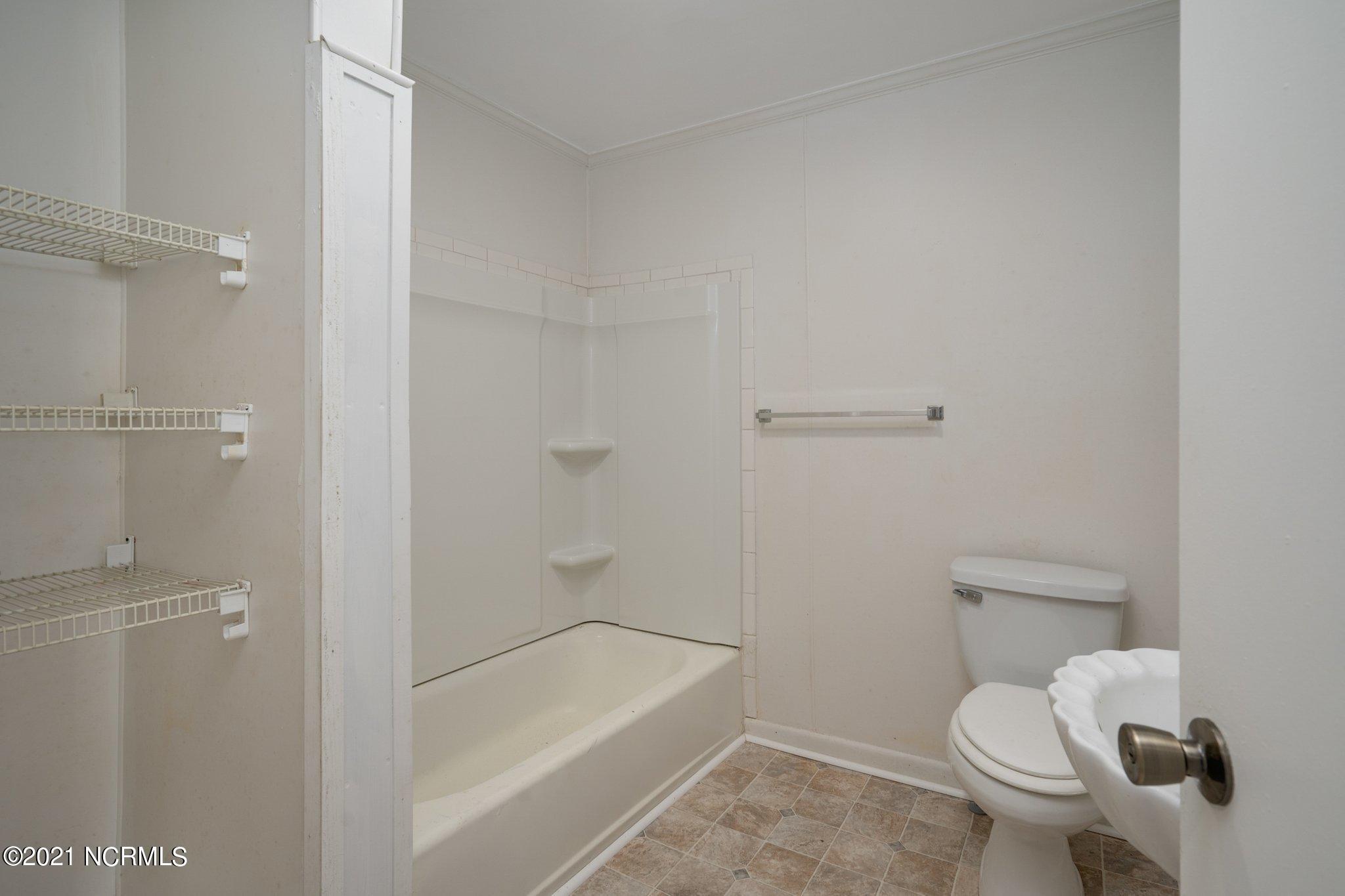 800 Saint John Street, Tarboro, North Carolina 27886, 4 Bedrooms Bedrooms, 8 Rooms Rooms,2 BathroomsBathrooms,Single family residence,For sale,Saint John,100259867