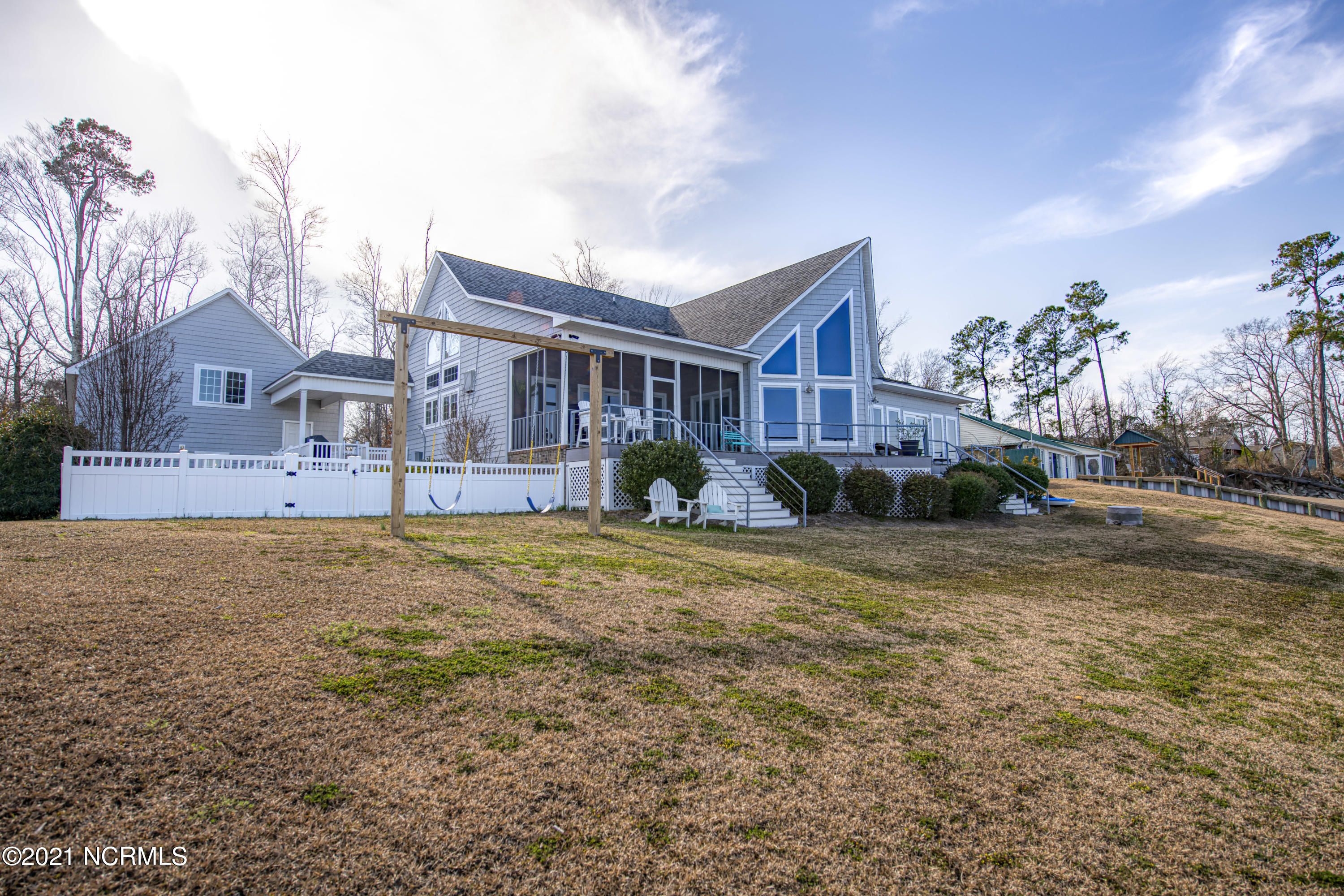 925 Stately Pines Road, New Bern, North Carolina 28560, 3 Bedrooms Bedrooms, 9 Rooms Rooms,3 BathroomsBathrooms,Single family residence,For sale,Stately Pines,100258685