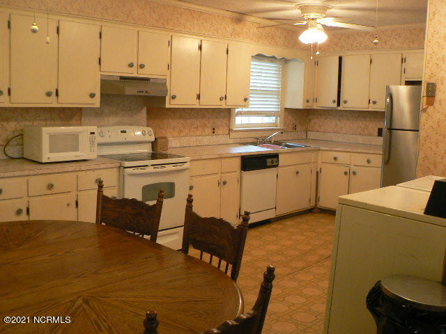 2916 Meadowbrook Road, Rocky Mount, North Carolina 27801, 4 Bedrooms Bedrooms, 10 Rooms Rooms,3 BathroomsBathrooms,Single family residence,For sale,Meadowbrook,100263009