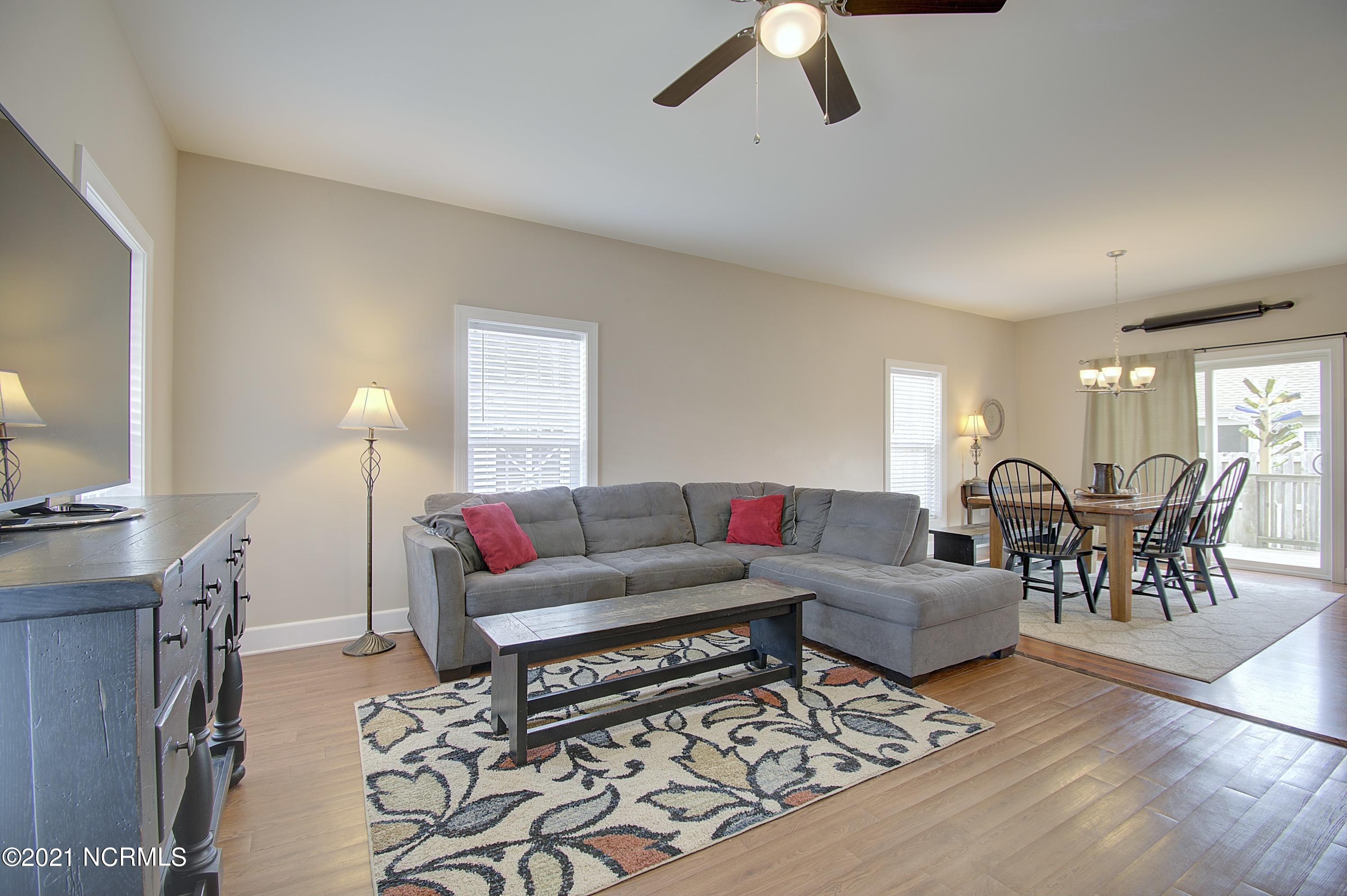 4490 Pinewood Village Drive, Southport, North Carolina 28461, 4 Bedrooms Bedrooms, 9 Rooms Rooms,3 BathroomsBathrooms,Single family residence,For sale,Pinewood Village,100263440