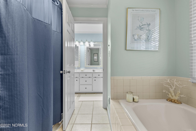309 Brook Lane, Newport, North Carolina 28570, 4 Bedrooms Bedrooms, 10 Rooms Rooms,3 BathroomsBathrooms,Single family residence,For sale,Brook,100263819
