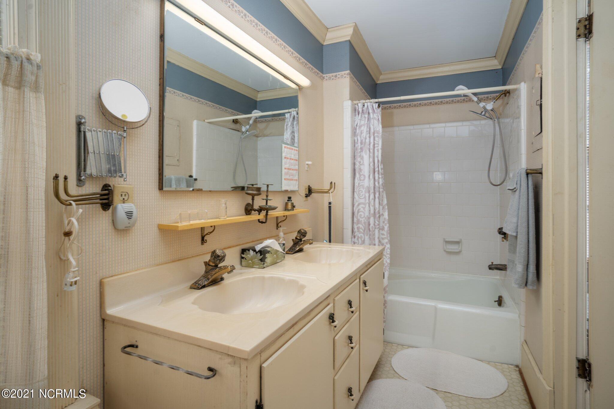 601 Saint Patrick Street, Tarboro, North Carolina 27886, 4 Bedrooms Bedrooms, 20 Rooms Rooms,4 BathroomsBathrooms,Single family residence,For sale,Saint Patrick,100264081