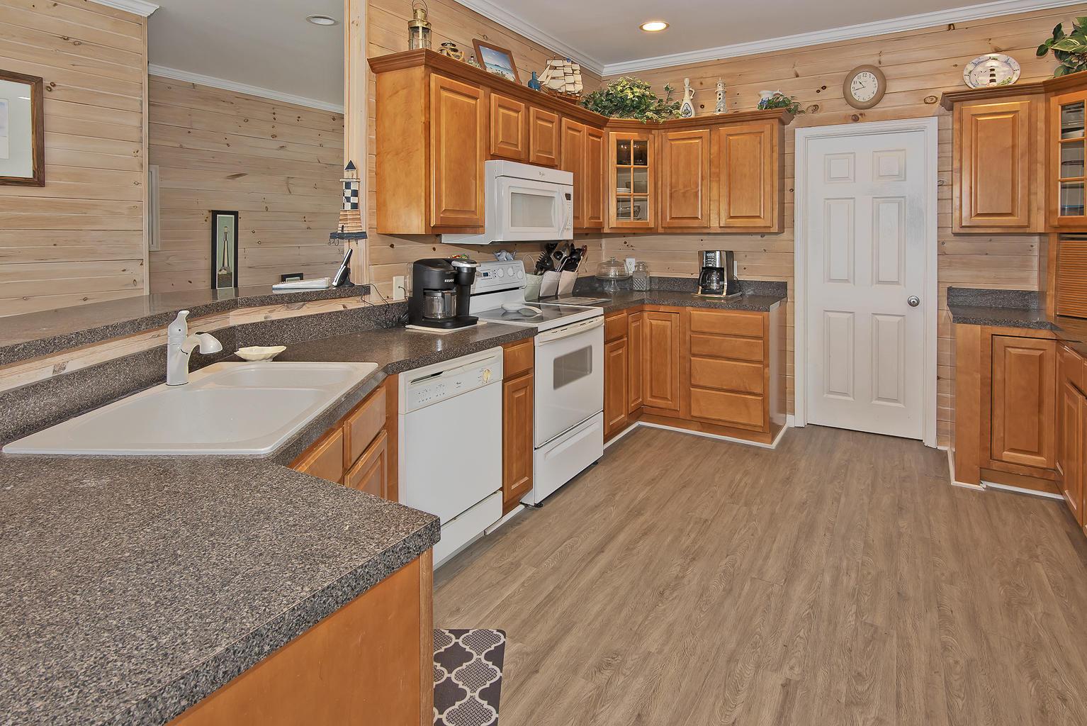6621 Beach Drive, Oak Island, North Carolina 28465, 4 Bedrooms Bedrooms, 9 Rooms Rooms,3 BathroomsBathrooms,Single family residence,For sale,Beach,100264332