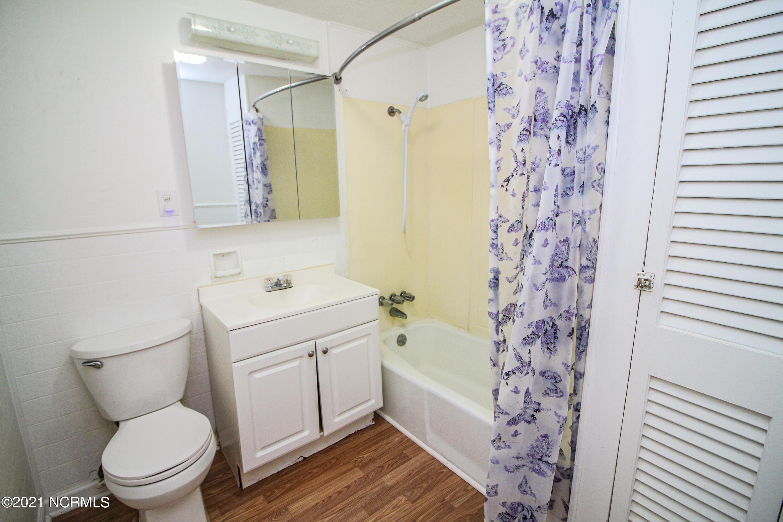 202 33rd Street, Oak Island, North Carolina 28465, 4 Bedrooms Bedrooms, 6 Rooms Rooms,2 BathroomsBathrooms,Single family residence,For sale,33rd,100264268