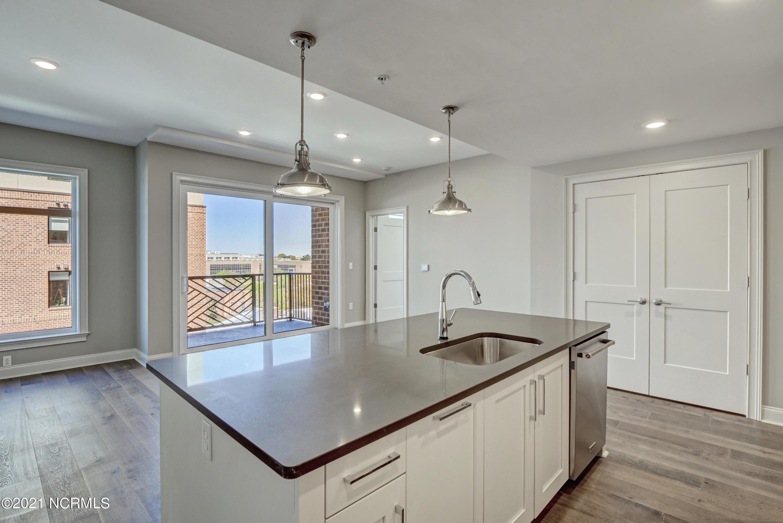 240 Water Street, Wilmington, North Carolina 28401, 1 Bedroom Bedrooms, 4 Rooms Rooms,2 BathroomsBathrooms,Condominium,For sale,Water,100262788