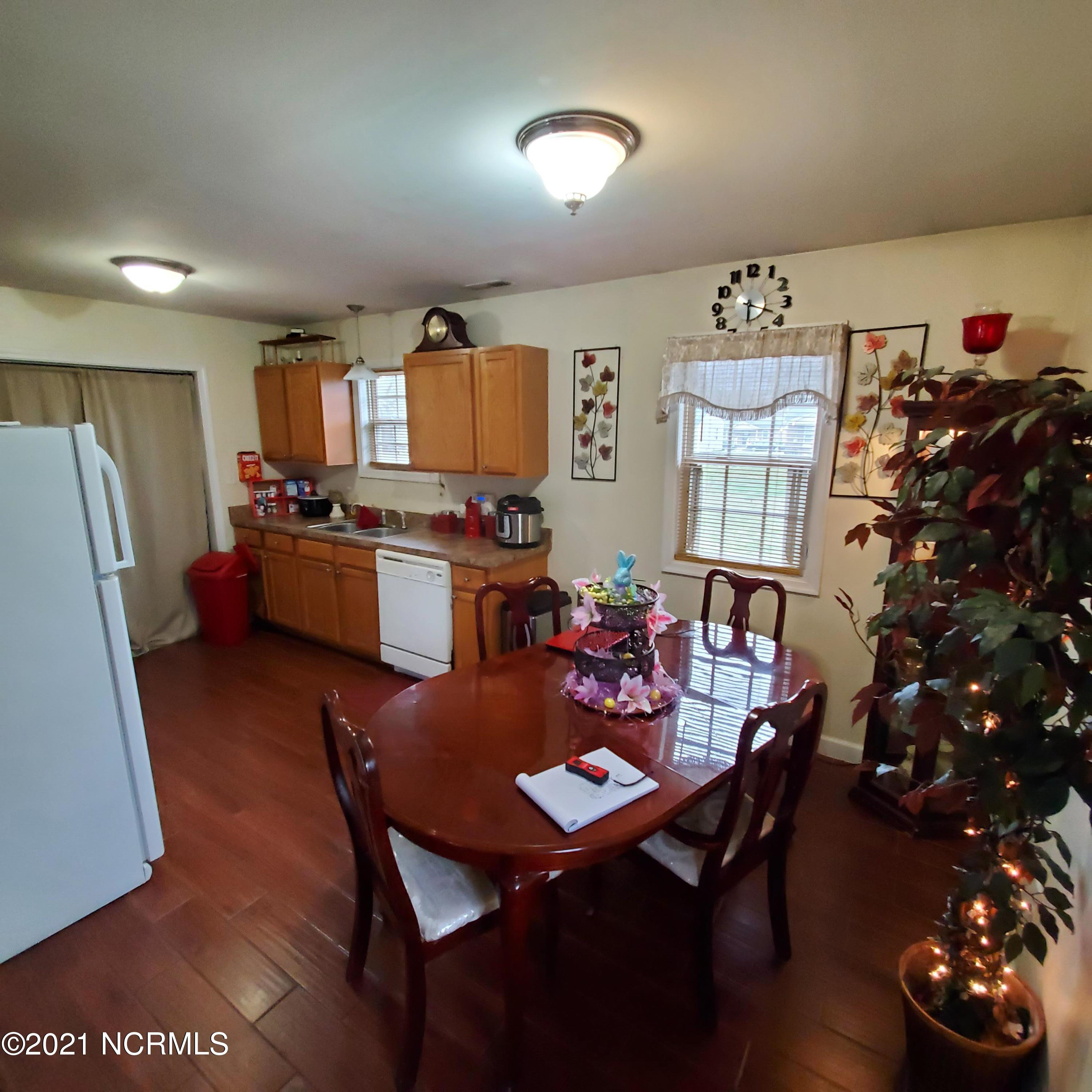 424 Church Street, Williamston, North Carolina 27892, 3 Bedrooms Bedrooms, 5 Rooms Rooms,2 BathroomsBathrooms,Single family residence,For sale,Church,100264475