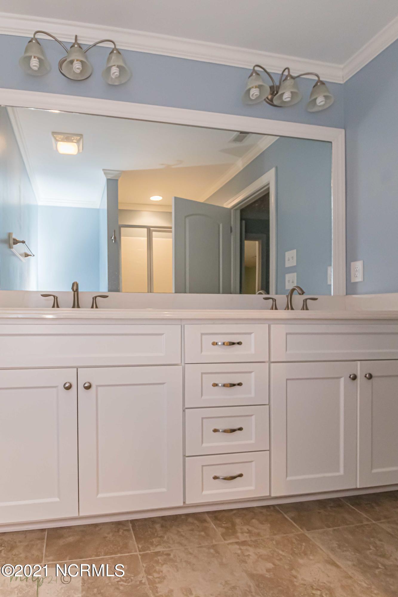 146 Oxford Drive, Goldsboro, North Carolina 27534, 3 Bedrooms Bedrooms, 5 Rooms Rooms,2 BathroomsBathrooms,Townhouse,For sale,Oxford,100264487