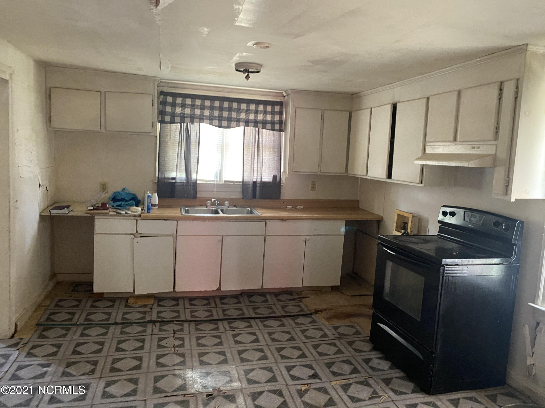 101 Reason Street, Pinetops, North Carolina 27864, 2 Bedrooms Bedrooms, 4 Rooms Rooms,1 BathroomBathrooms,Single family residence,For sale,Reason,100266031