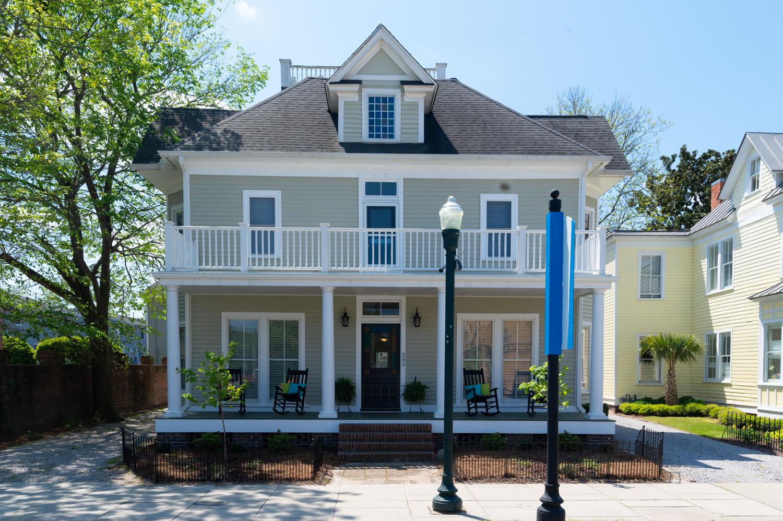 205 Broad Street, New Bern, North Carolina 28560, 1 Bedroom Bedrooms, 10 Rooms Rooms,1 BathroomBathrooms,Single family residence,For sale,Broad,100267819