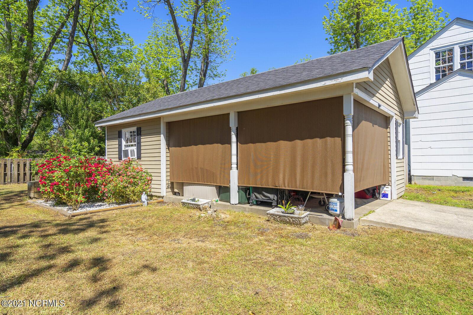 907 Smyrna Drive, Whiteville, North Carolina 28472, 5 Bedrooms Bedrooms, 9 Rooms Rooms,3 BathroomsBathrooms,Single family residence,For sale,Smyrna,100268629