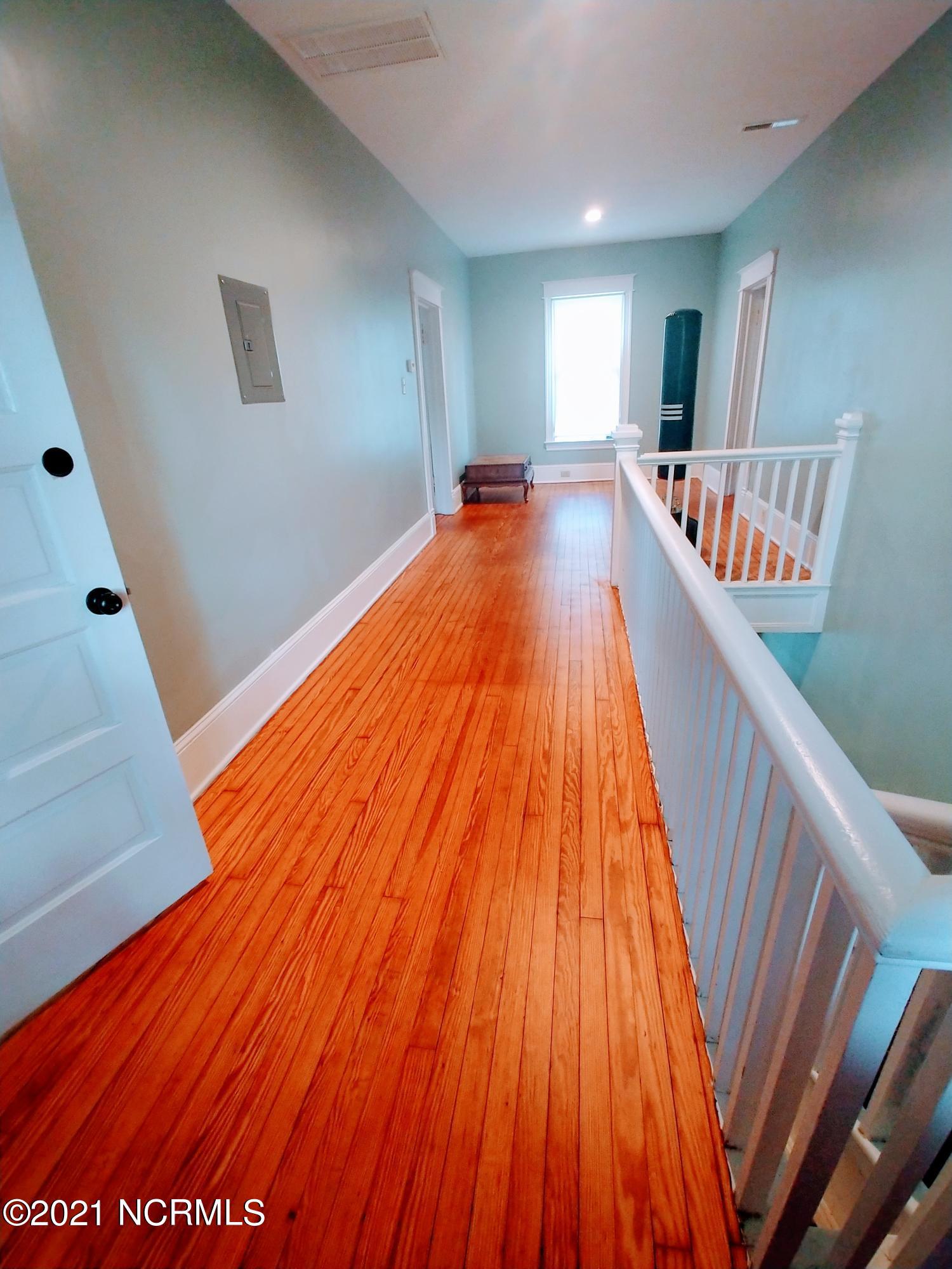 505 Lenoir Avenue, Kinston, North Carolina 28501, 4 Bedrooms Bedrooms, 8 Rooms Rooms,3 BathroomsBathrooms,Single family residence,For sale,Lenoir,100271255