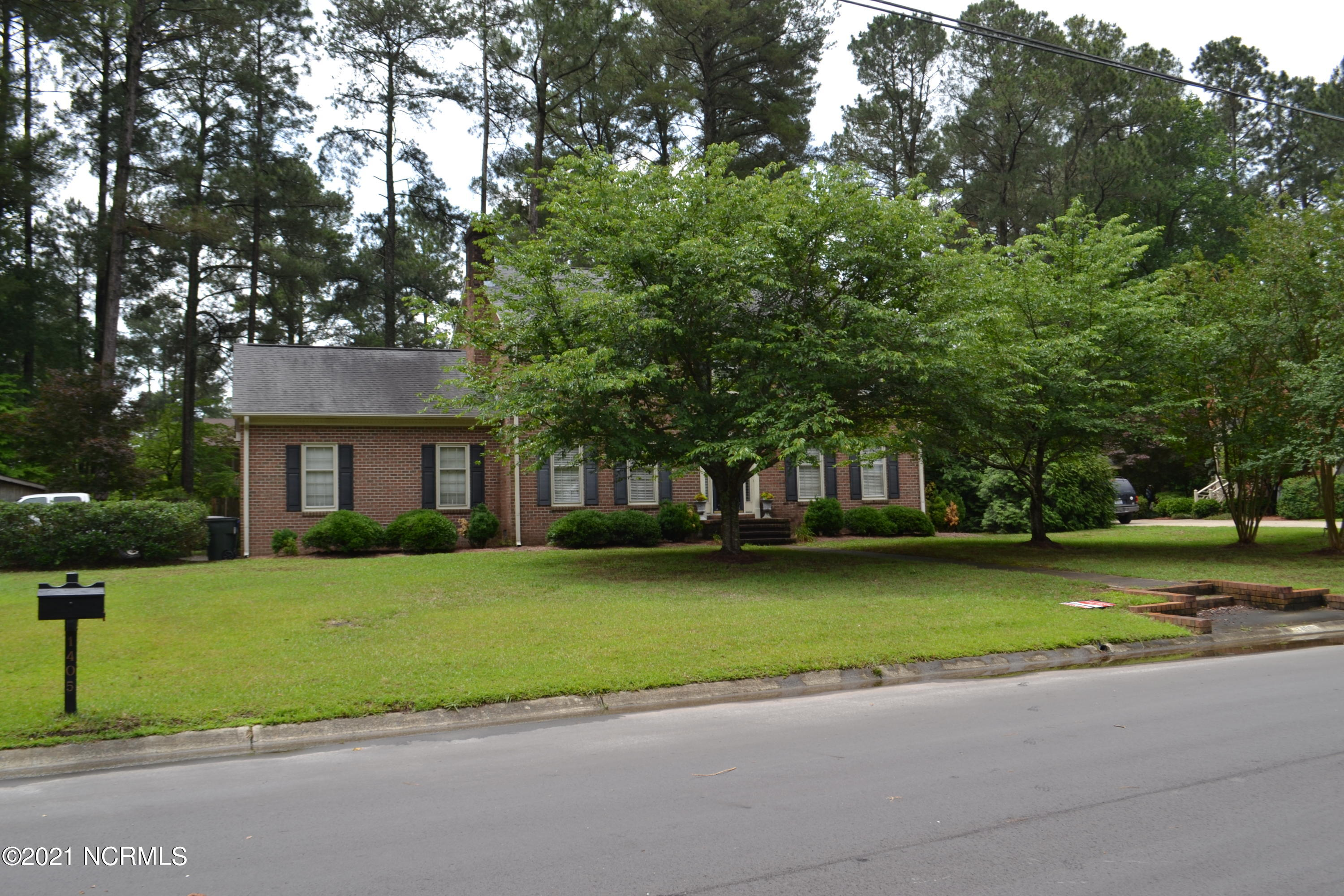 1405 Surry Street, Kinston, North Carolina 28504, 4 Bedrooms Bedrooms, 9 Rooms Rooms,2 BathroomsBathrooms,Single family residence,For sale,Surry,100274959