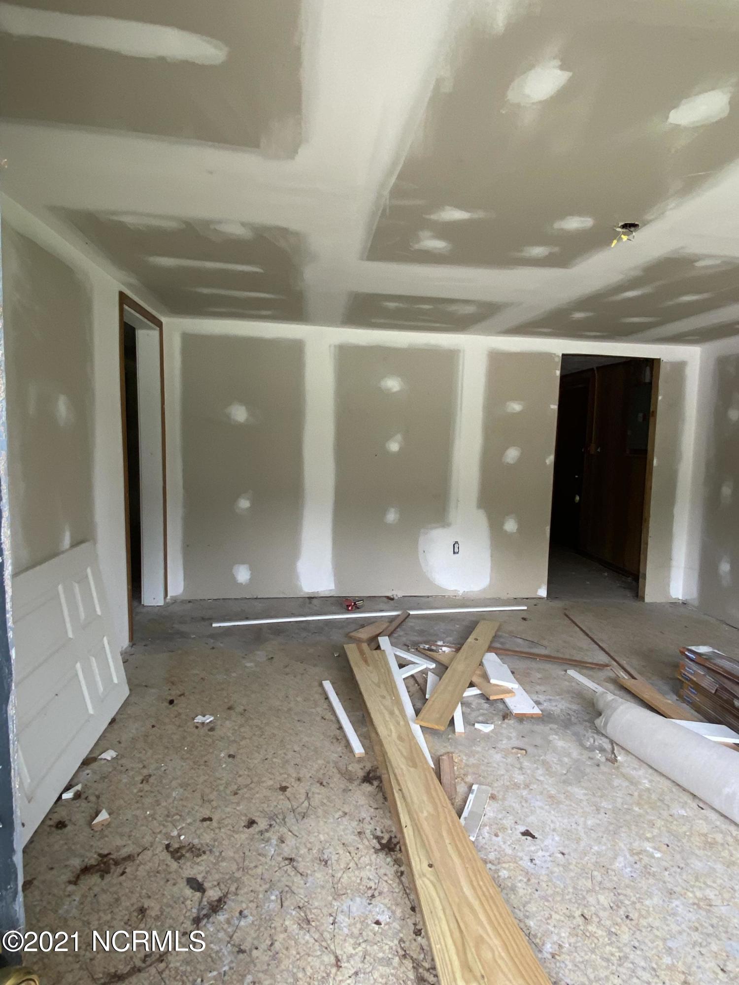 573 Kinston Highway, Richlands, North Carolina 28574, 3 Bedrooms Bedrooms, 5 Rooms Rooms,2 BathroomsBathrooms,Single family residence,For sale,Kinston,100275861