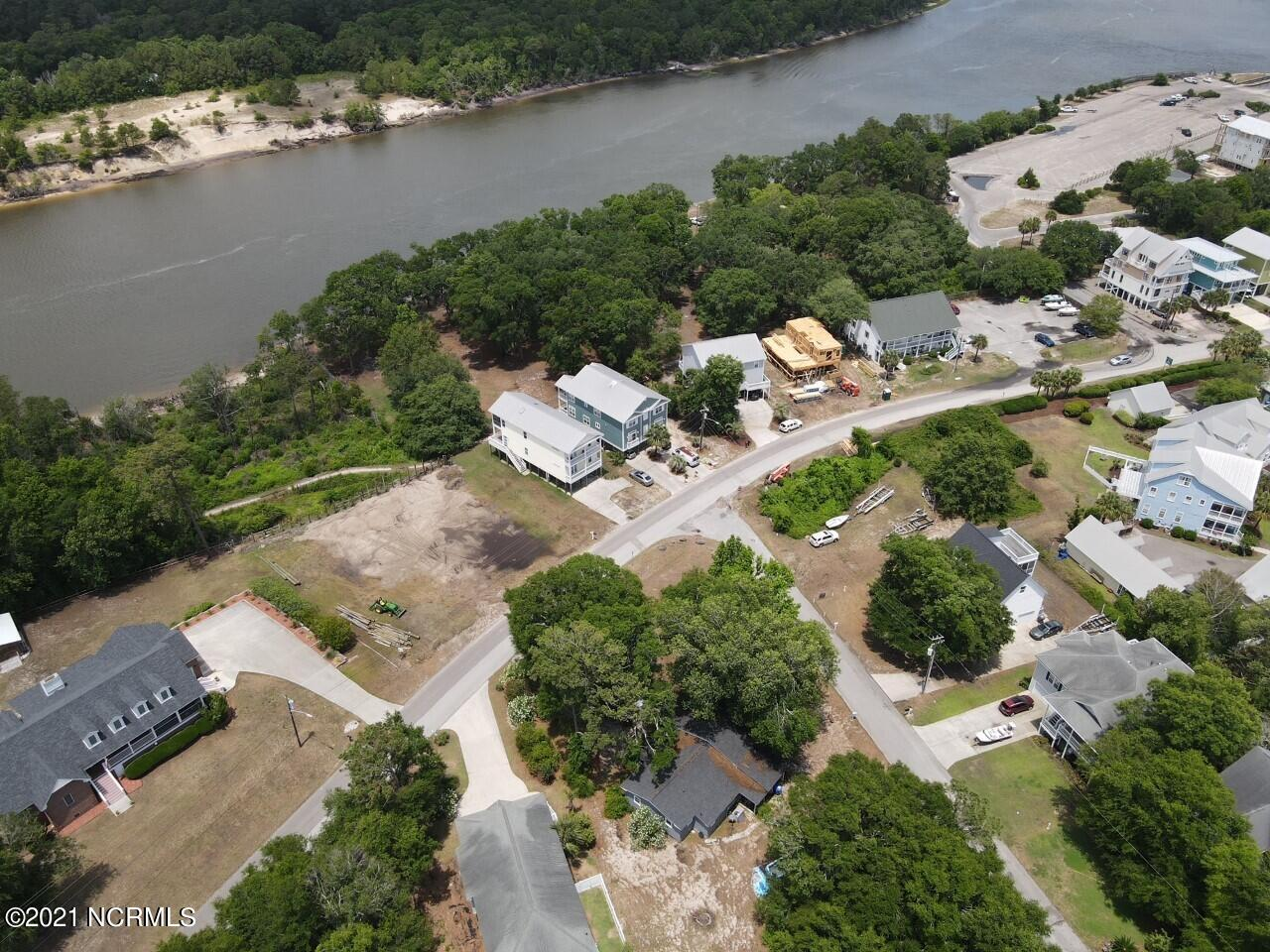 401 Spencer Farlow Drive, Carolina Beach, North Carolina 28428, 3 Bedrooms Bedrooms, 7 Rooms Rooms,2 BathroomsBathrooms,Single family residence,For sale,Spencer Farlow,100276310