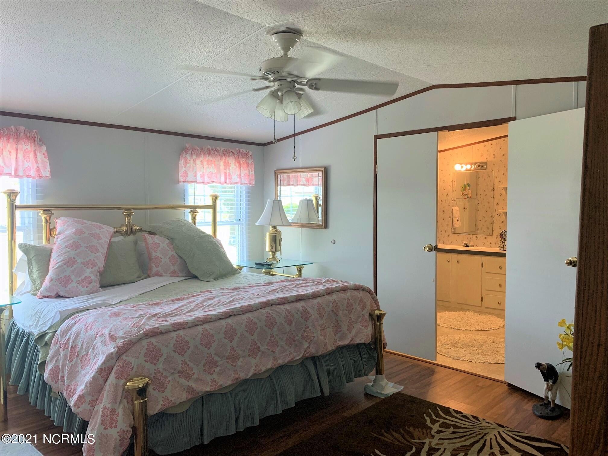 102 Dogwood Street, Atlantic Beach, North Carolina 28512, 3 Bedrooms Bedrooms, 6 Rooms Rooms,2 BathroomsBathrooms,Manufactured home,For sale,Dogwood,100277328