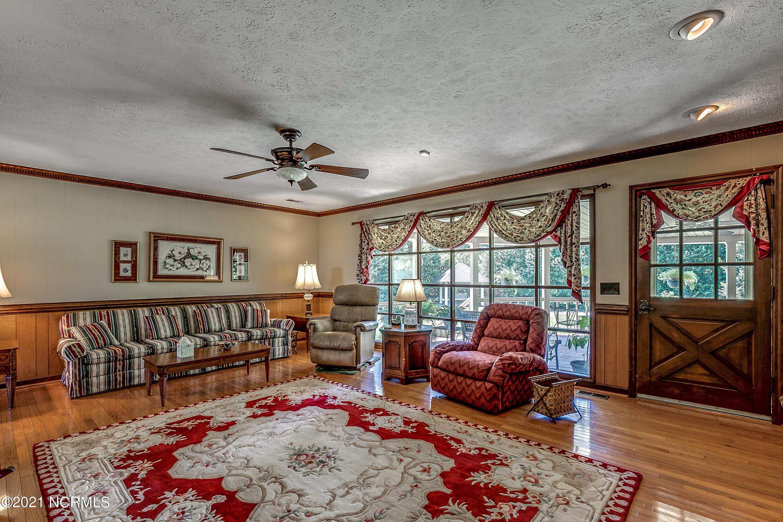 1157 M M Ray Road, Nakina, North Carolina 28455, 3 Bedrooms Bedrooms, 12 Rooms Rooms,3 BathroomsBathrooms,Single family residence,For sale,M M Ray,100277691