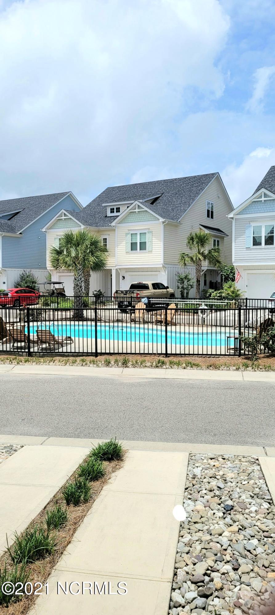 111 Bimini Townes Lane, Carolina Beach, North Carolina 28428, 3 Bedrooms Bedrooms, 9 Rooms Rooms,3 BathroomsBathrooms,Townhouse,For sale,Bimini Townes,100279492