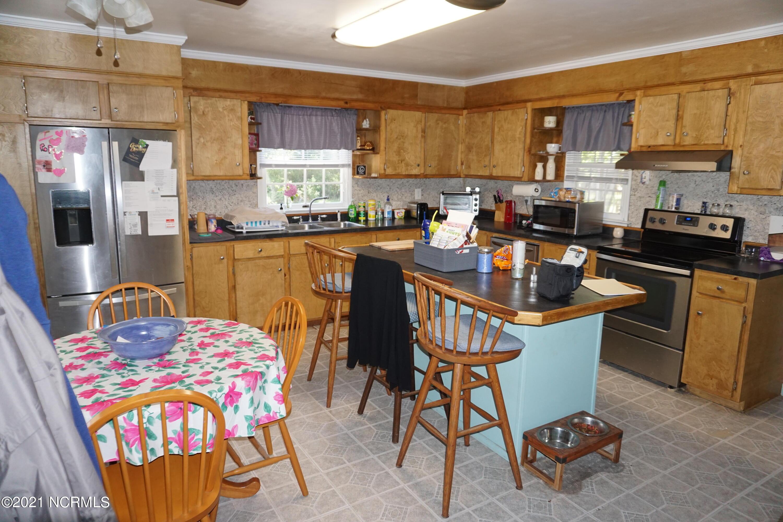 166 Lake Road, Beaufort, North Carolina 28516, 3 Bedrooms Bedrooms, 5 Rooms Rooms,2 BathroomsBathrooms,Single family residence,For sale,Lake,100278645