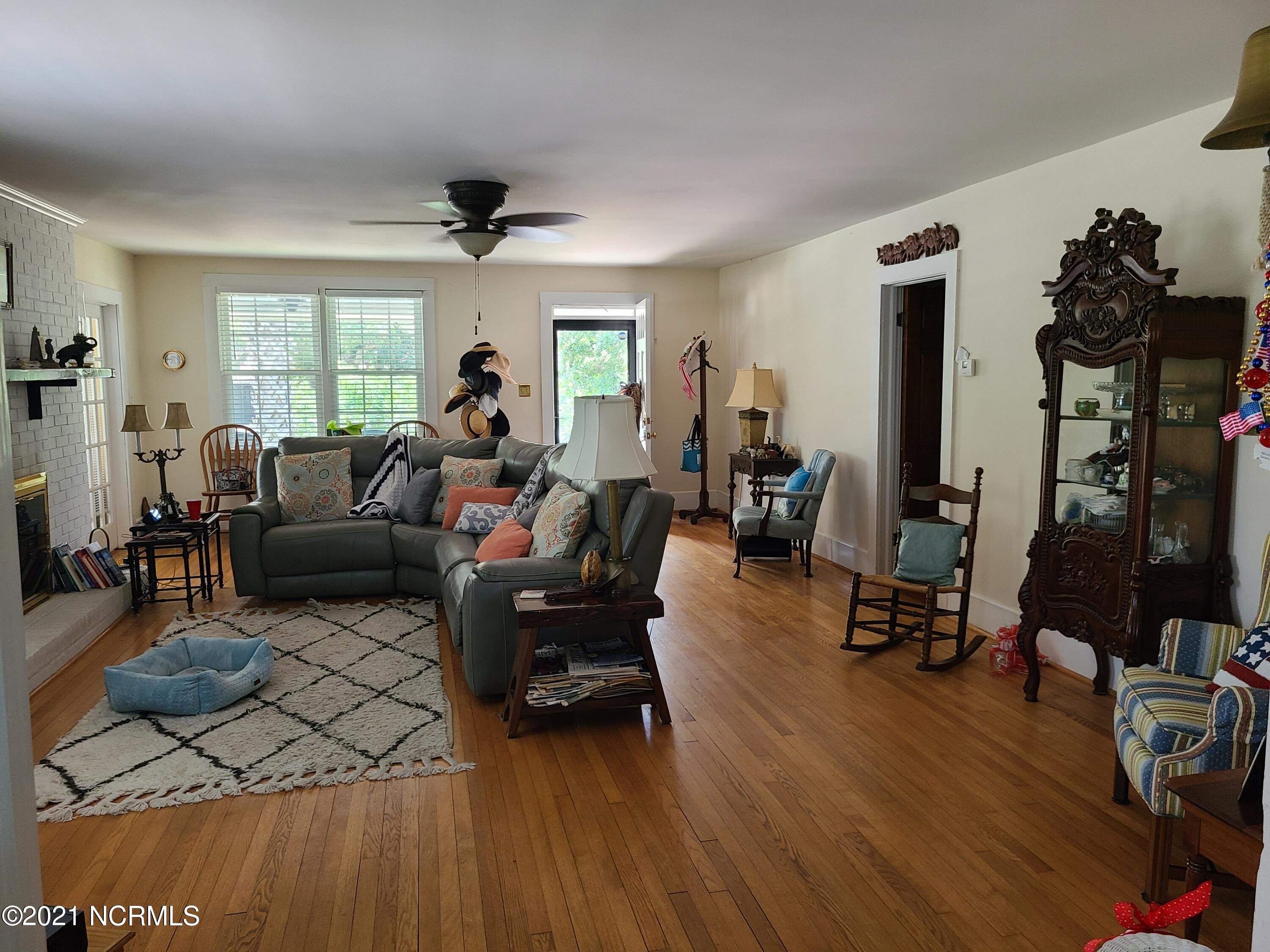 210 Moore Street, Southport, North Carolina 28461, 4 Bedrooms Bedrooms, 8 Rooms Rooms,2 BathroomsBathrooms,Single family residence,For sale,Moore,100279197