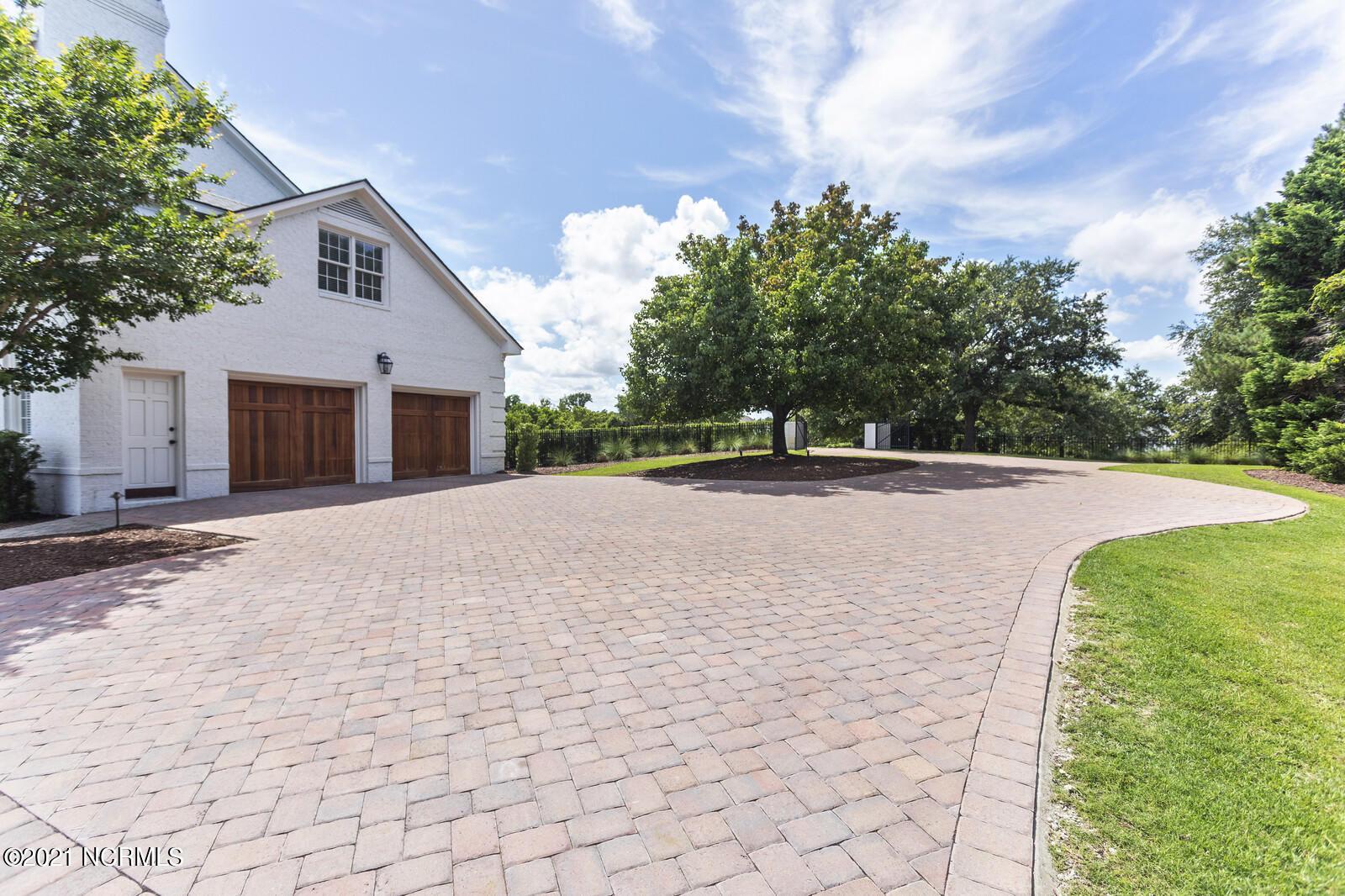 135 Dogwood Lane, Hampstead, North Carolina 28443, 5 Bedrooms Bedrooms, 15 Rooms Rooms,4 BathroomsBathrooms,Single family residence,For sale,Dogwood,100279054