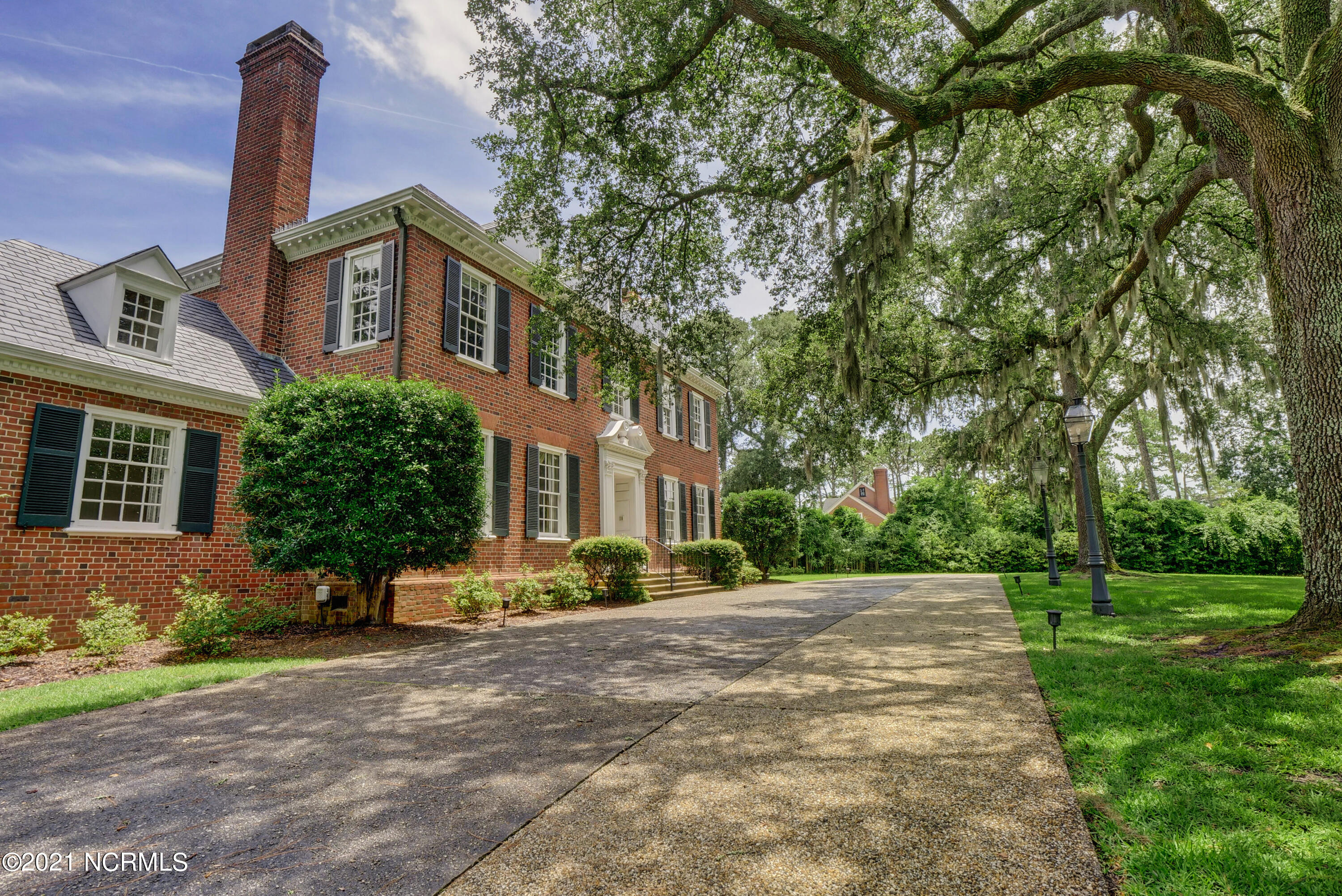 807 Forest Hills Drive, Wilmington, North Carolina 28403, 5 Bedrooms Bedrooms, 12 Rooms Rooms,4 BathroomsBathrooms,Single family residence,For sale,Forest Hills,100277211