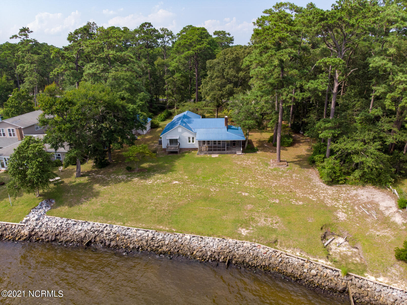 2371 Old Pamlico Beach Road, Belhaven, North Carolina 27810, 3 Bedrooms Bedrooms, 6 Rooms Rooms,2 BathroomsBathrooms,Single family residence,For sale,Old Pamlico Beach,100284025
