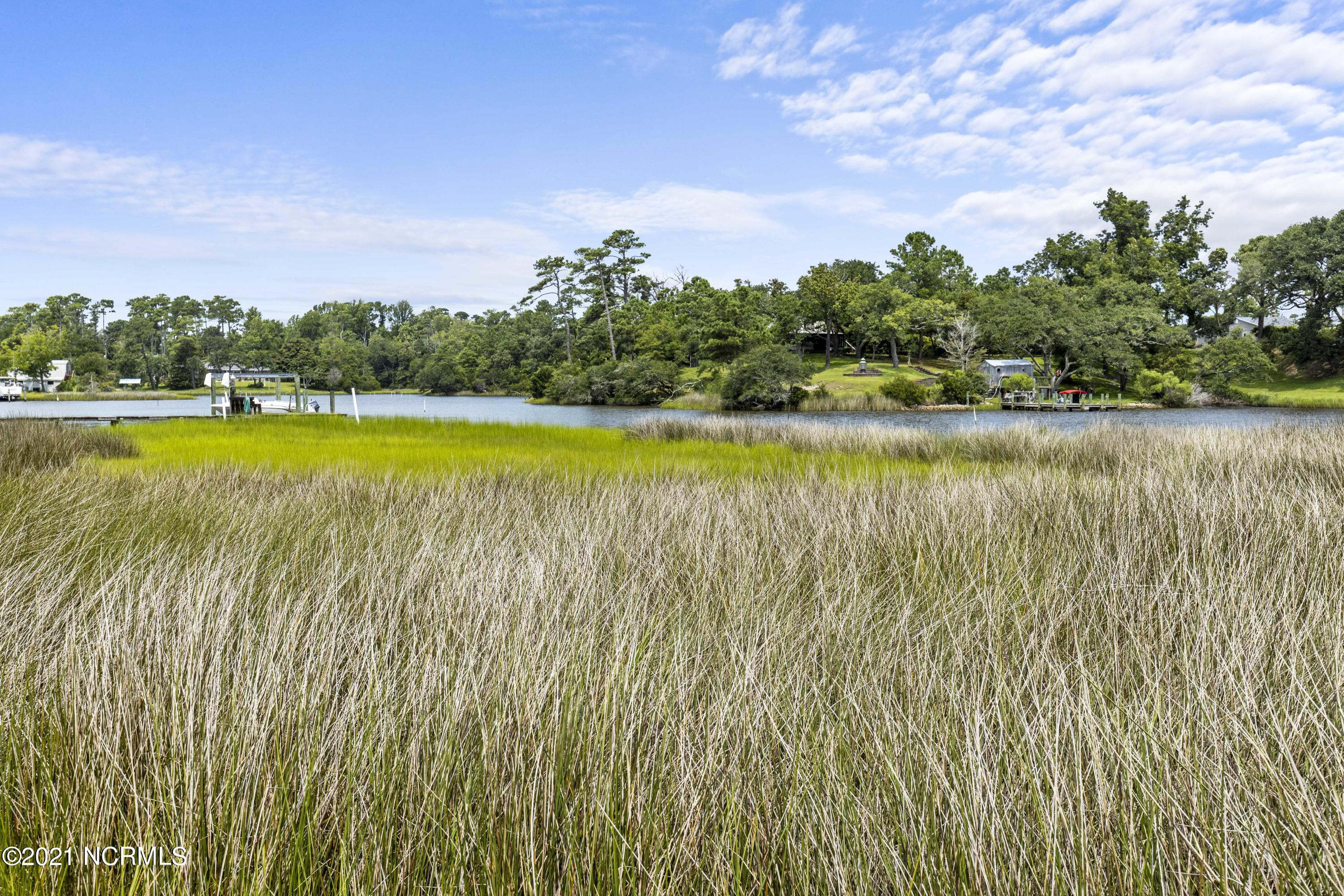 622 Barbour Pt Road, Swansboro, North Carolina 28584, 4 Bedrooms Bedrooms, 8 Rooms Rooms,3 BathroomsBathrooms,Single family residence,For sale,Barbour Pt,100283416
