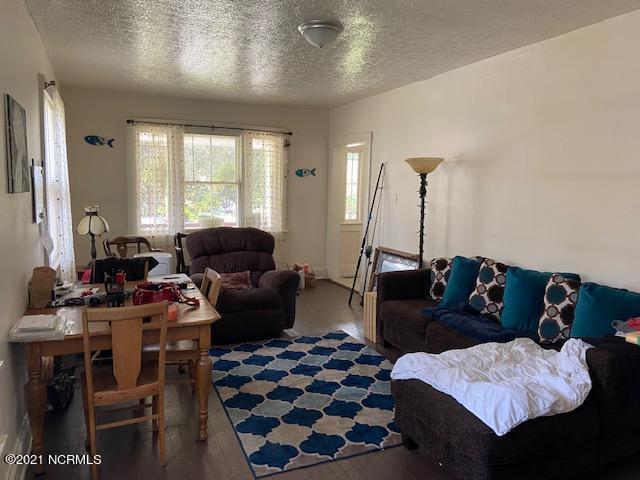 2042 Washington Street, Wilmington, North Carolina 28401, 2 Bedrooms Bedrooms, 4 Rooms Rooms,1 BathroomBathrooms,Single family residence,For sale,Washington,100285553