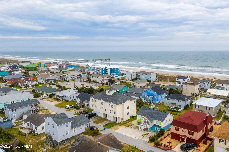 202 Dobbs Street, Atlantic Beach, North Carolina 28512, 2 Bedrooms Bedrooms, 8 Rooms Rooms,4 BathroomsBathrooms,Condominium,For sale,Dobbs,100284606