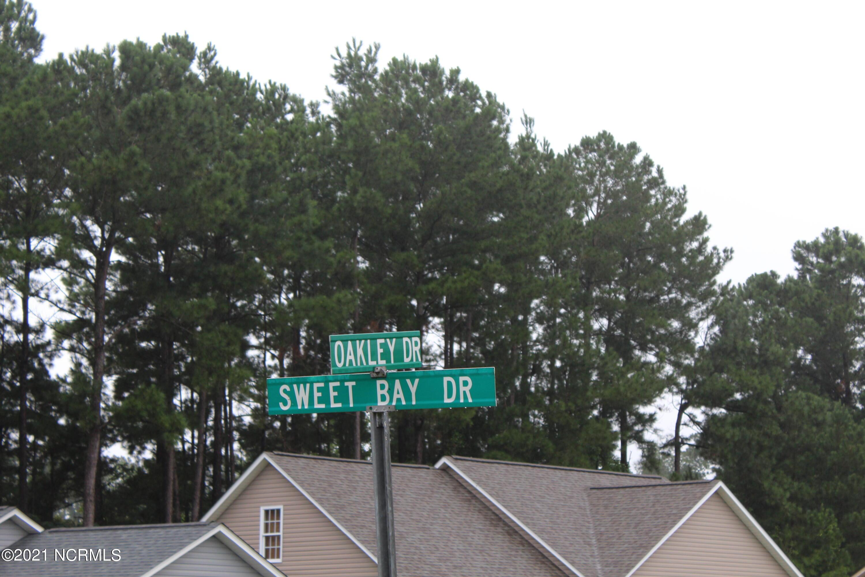 169 Oakley Drive, New Bern, North Carolina 28560, 3 Bedrooms Bedrooms, 6 Rooms Rooms,2 BathroomsBathrooms,Single family residence,For sale,Oakley,100284600