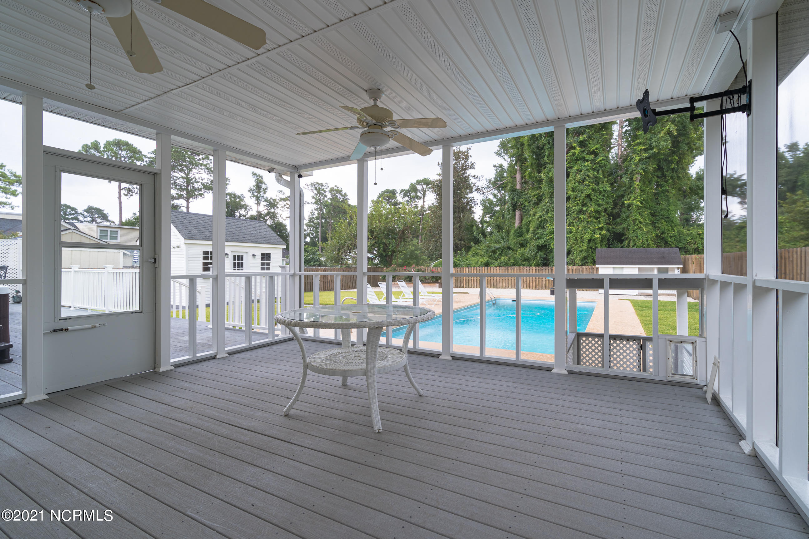 704 Colonial Drive, Wilmington, North Carolina 28403, 4 Bedrooms Bedrooms, 8 Rooms Rooms,3 BathroomsBathrooms,Single family residence,For sale,Colonial,100274129