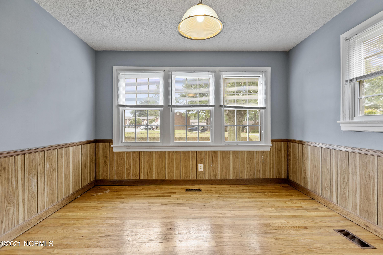 1804 Greenville Boulevard, Greenville, North Carolina 27858, 3 Bedrooms Bedrooms, 10 Rooms Rooms,2 BathroomsBathrooms,Single family residence,For sale,Greenville,100284999