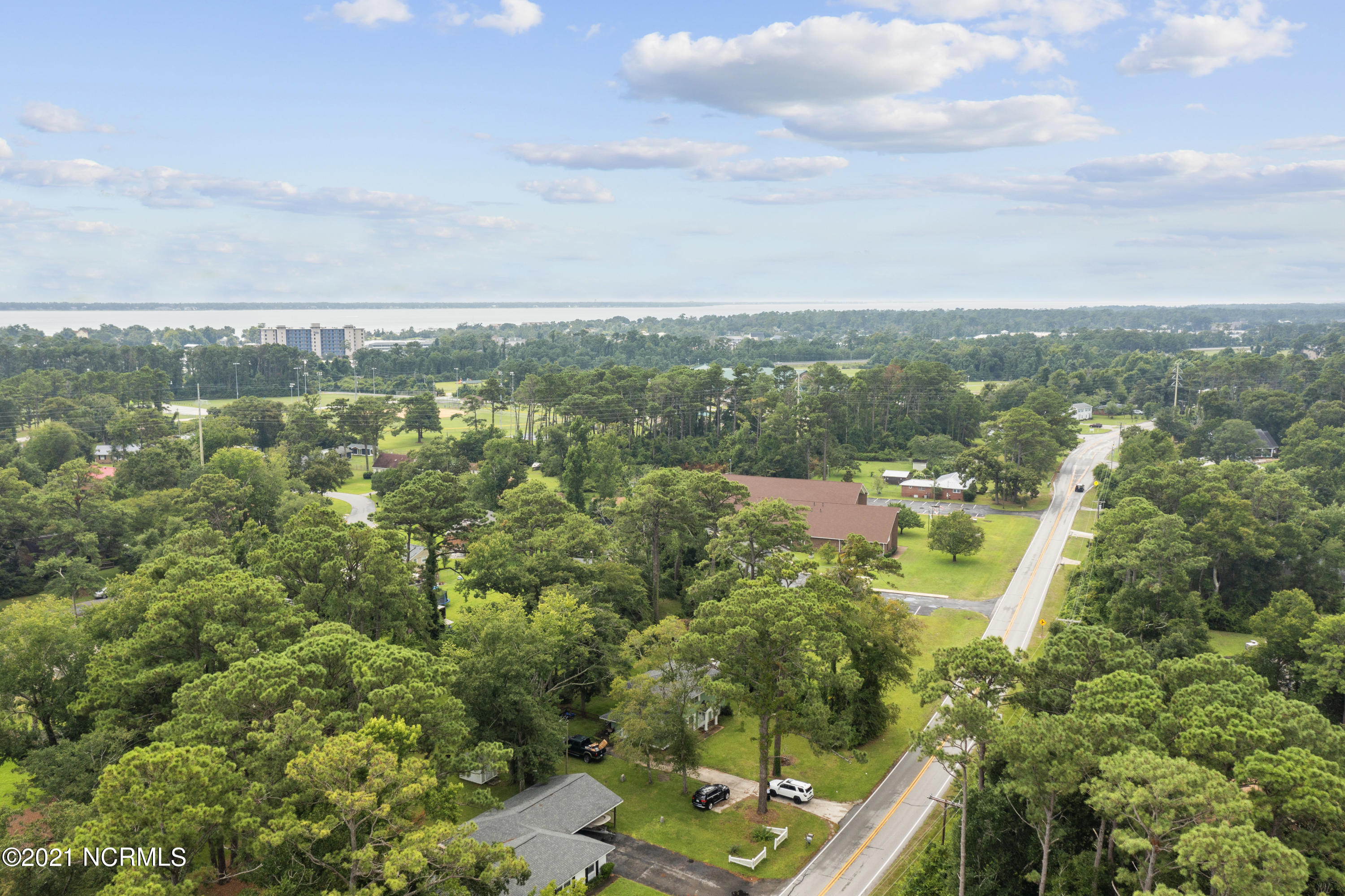 4305 Country Club Road, Morehead City, North Carolina 28557, 4 Bedrooms Bedrooms, 8 Rooms Rooms,1 BathroomBathrooms,Single family residence,For sale,Country Club,100285211