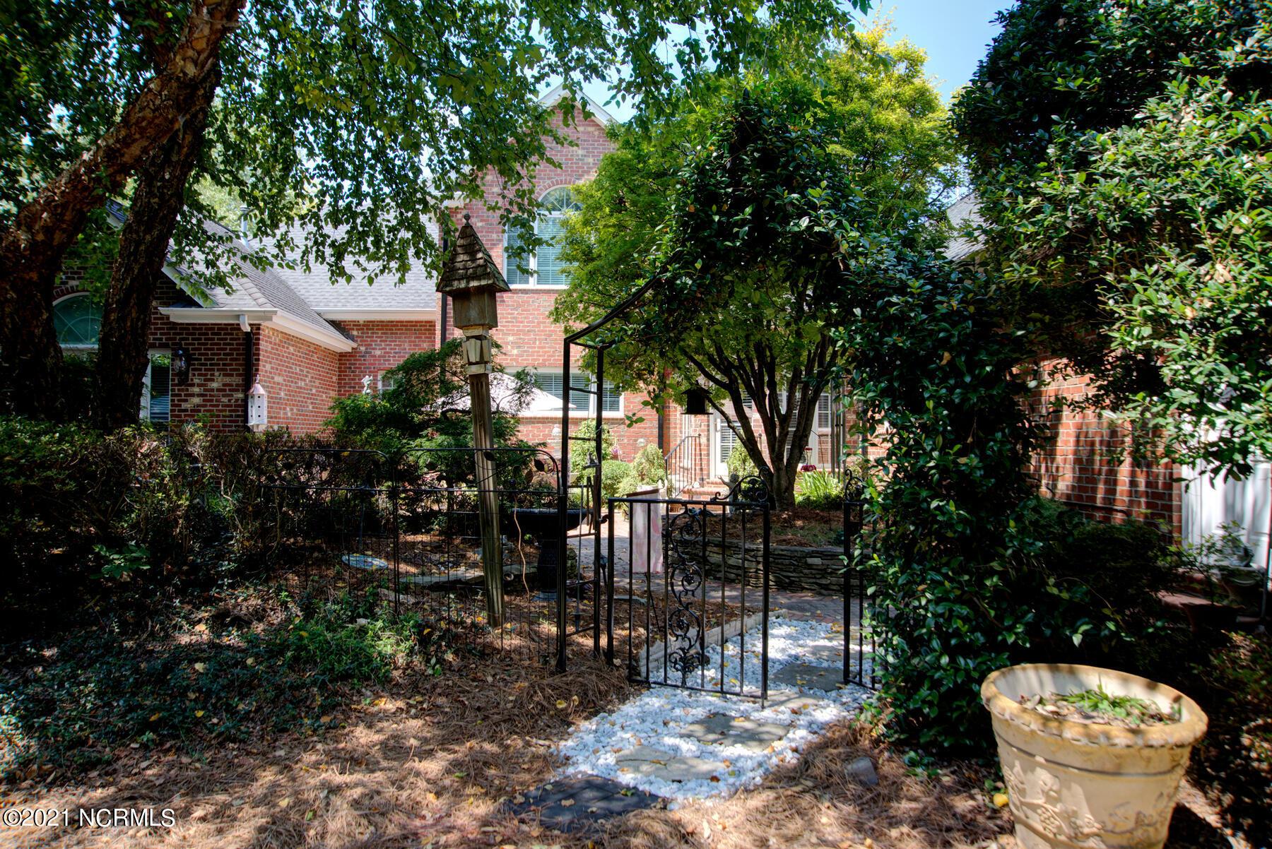327 Stonewyck Drive, Burlington, North Carolina 27215, 4 Bedrooms Bedrooms, 12 Rooms Rooms,3 BathroomsBathrooms,Single family residence,For sale,Stonewyck,100285299