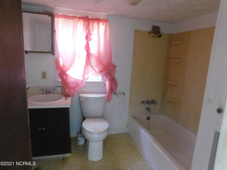 327 Roosevelt Street, Laurinburg, North Carolina 28352, 3 Bedrooms Bedrooms, 5 Rooms Rooms,1 BathroomBathrooms,Single family residence,For sale,Roosevelt,100285308
