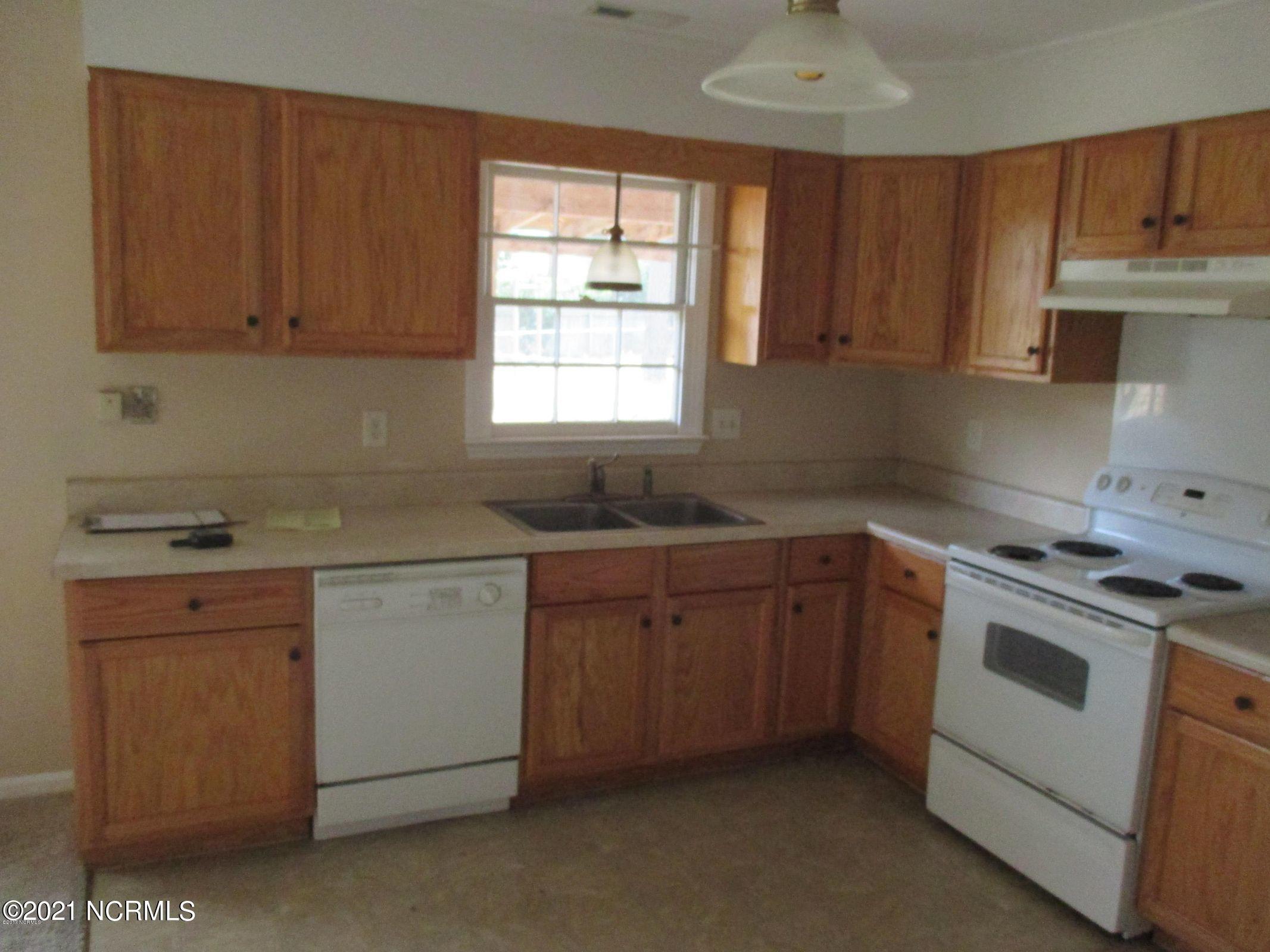 704 Brynn Marr Road, Jacksonville, North Carolina 28546, 3 Bedrooms Bedrooms, 6 Rooms Rooms,2 BathroomsBathrooms,Single family residence,For sale,Brynn Marr,100285320